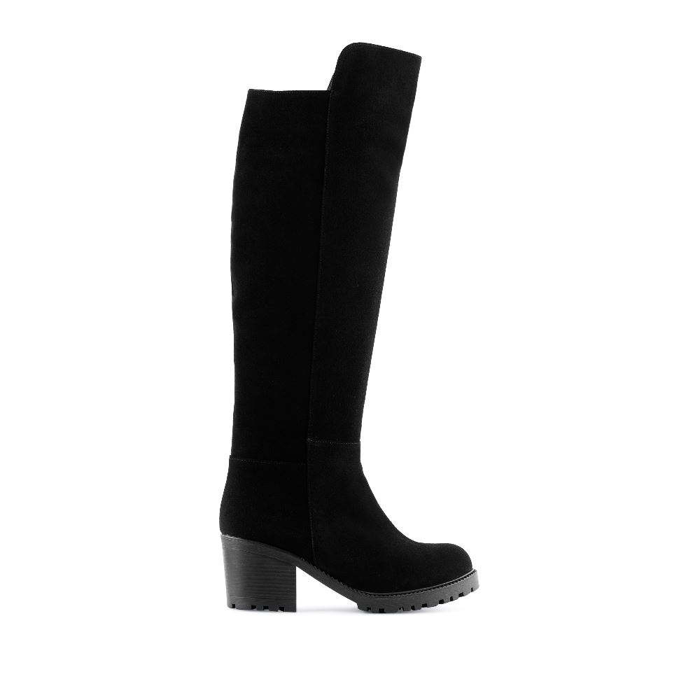 Сапоги из замши на среднем каблуке с мехомСапоги женские<br><br>Материал верха: Замша<br>Материал подкладки: Евромех<br>Материал подошвы: Полиуретан<br>Цвет: Черный<br>Высота каблука: 7см<br>Дизайн: Италия<br>Страна производства: Китай<br><br>Высота каблука: 7 см<br>Материал верха: Замша<br>Материал подошвы: Полиуретан<br>Материал подкладки: Евромех<br>Цвет: Черный<br>Вес кг: 1.00000000<br>Размер: 40**