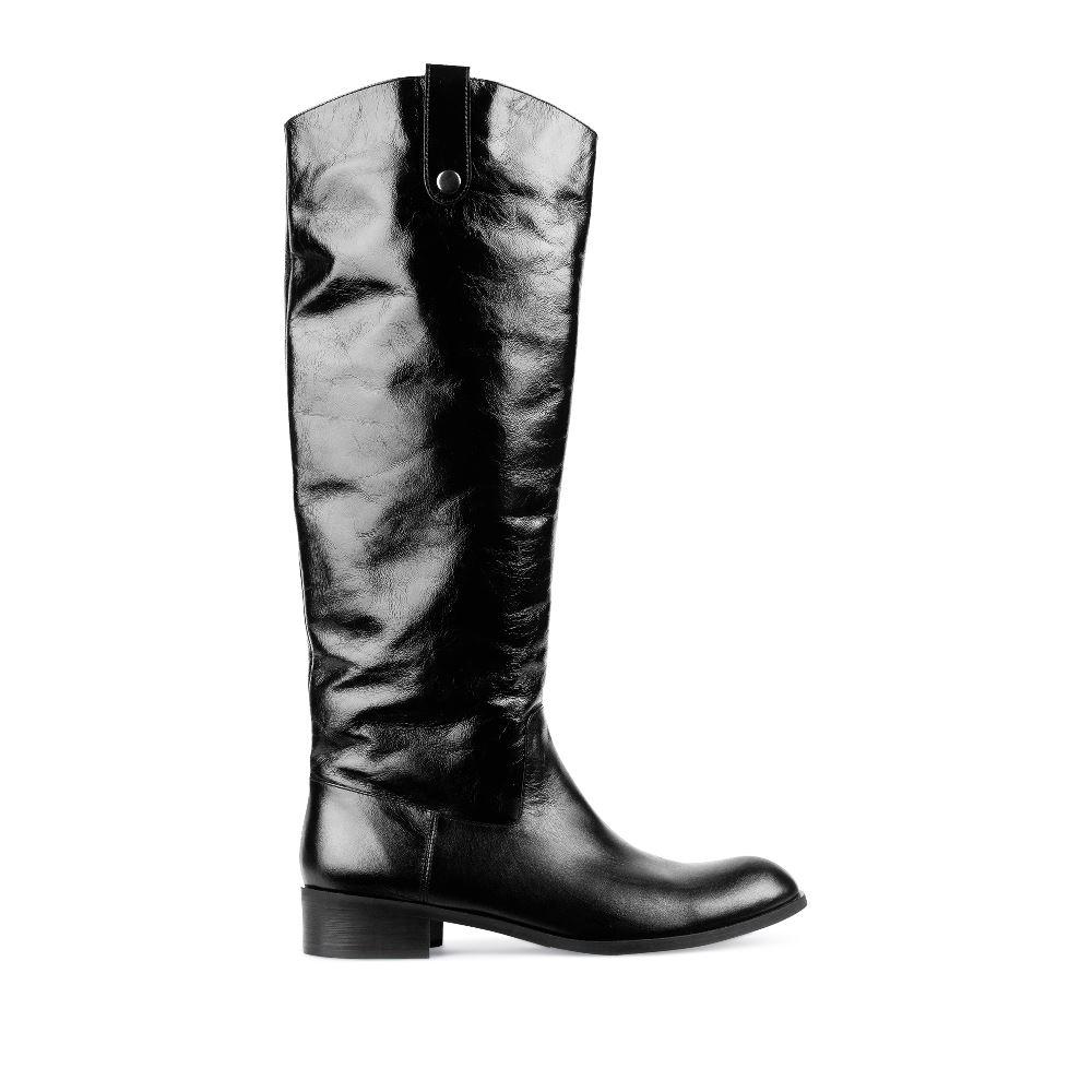 Кожаные сапоги черного цвета на низком каблукеСапоги женские<br><br>Материал верха: Кожа<br>Материал подкладки: Текстиль<br>Материал подошвы: Кожа<br>Цвет: Черный<br>Высота каблука: 4см<br>Дизайн: Италия<br>Страна производства: Китай<br><br>Высота каблука: 4 см<br>Материал верха: Кожа<br>Материал подошвы: Кожа<br>Материал подкладки: Текстиль<br>Цвет: Черный<br>Вес кг: 1.00000000<br>Размер обуви: 40