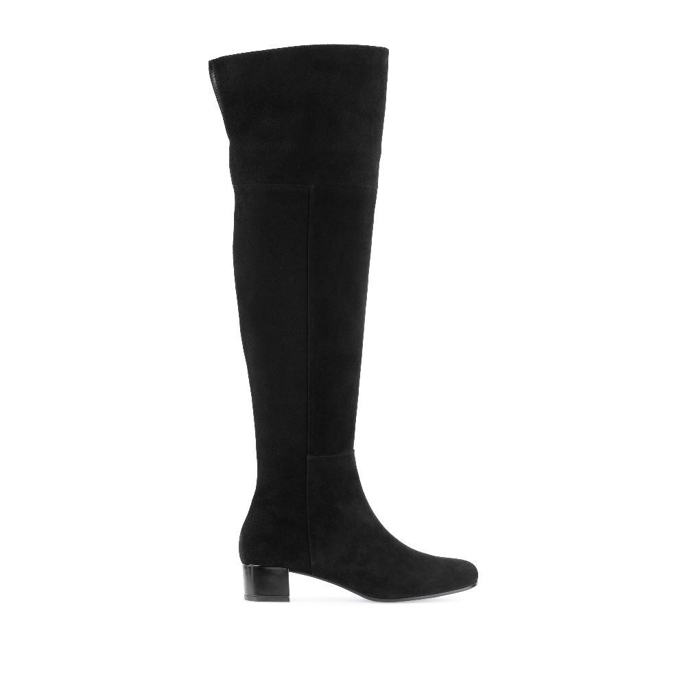 Ботфорты из замши чёрного цвета на низком каблукеСапоги женские<br><br>Материал верха: Замша<br>Материал подкладки: Текстиль<br>Материал подошвы: Полиуретан<br>Цвет: Черный<br>Высота каблука: 3см<br>Дизайн: Италия<br>Страна производства: Португалия<br><br>Высота каблука: 3 см<br>Материал верха: Замша<br>Материал подошвы: Полиуретан<br>Материал подкладки: Текстиль<br>Цвет: Черный<br>Вес кг: 1.00000000<br>Размер обуви: 38