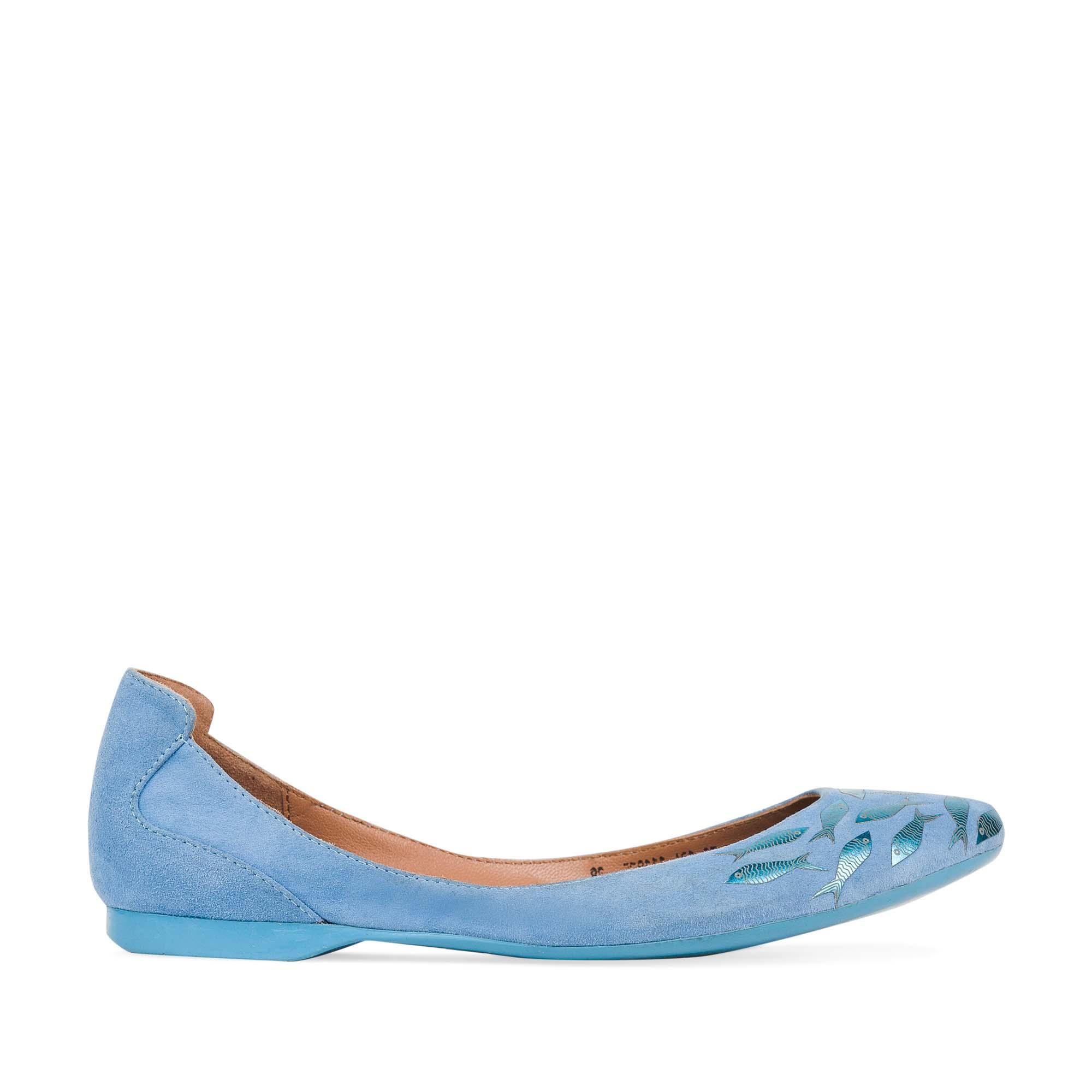 Замшевые балетки небесно-голубого цвета с аппликацией