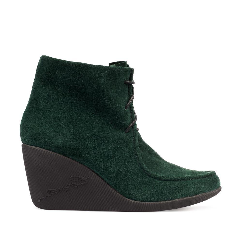 Замшевые полусапоги изумрудного цвета со шнуровкой на танкеткеБотинки женские<br><br>Материал верха: Замша<br>Материал подкладки: Кожа<br>Материал подошвы: Резина<br>Цвет: Зеленый<br>Высота каблука: 8 см<br>Дизайн: Италия<br>Страна производства: Китай<br><br>Высота каблука: 8 см<br>Материал верха: Замша<br>Материал подкладки: Кожа<br>Цвет: Зеленый<br>Пол: Женский<br>Вес кг: 1.52000000<br>Выберите размер обуви: 40**