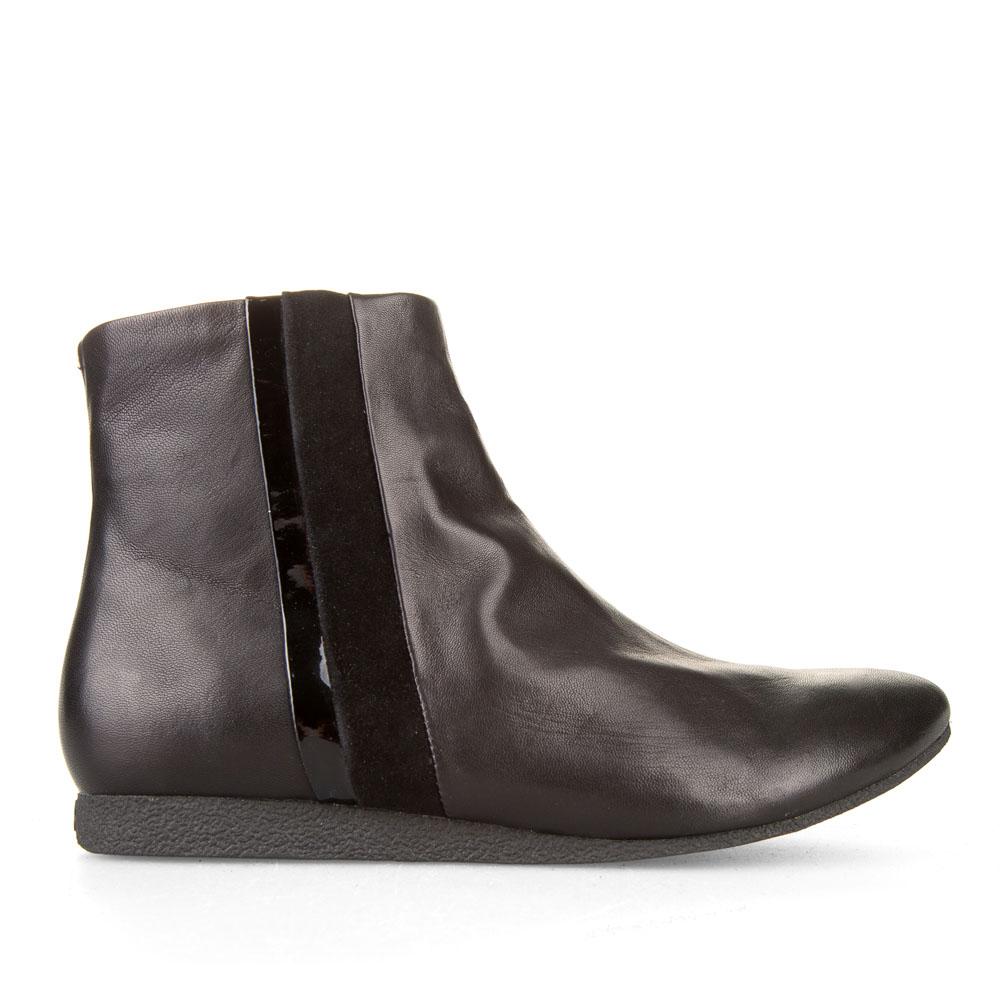 Ботинки из кожи черного цвета с вставкой из лакированной кожи