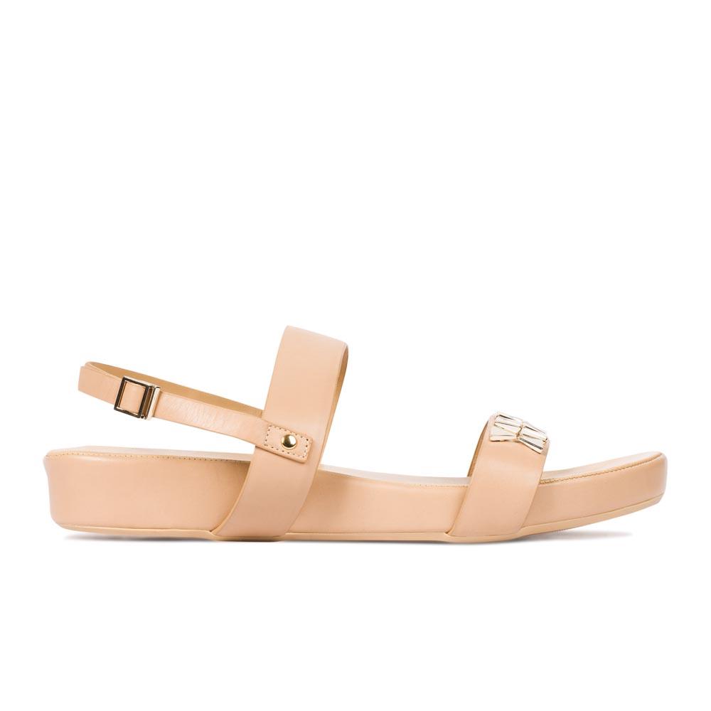 Кожаные сандалии на широкой подошве с заклепками золотого цвета