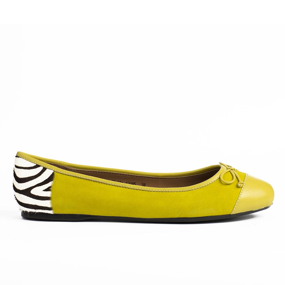 Кожаные балетки неоново-желтого цвета с вставкой из меха пони