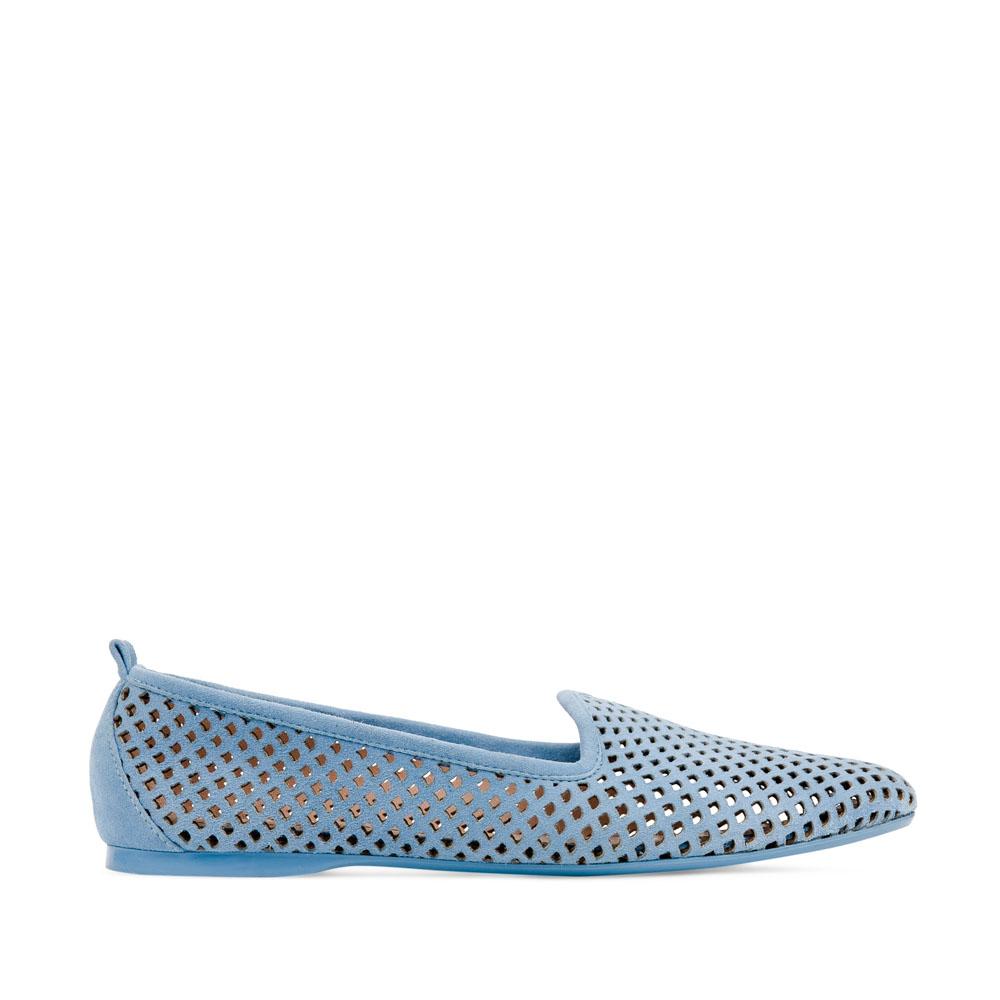 Слиперы небесно-голубого цвета из перфорированной замшиСлиперы женские<br><br>Материал верха: Замша<br>Материал подкладки: Кожа<br>Материал подошвы: Полиуретан<br>Цвет: Голубой<br>Высота каблука: 1см<br>Дизайн: Италия<br>Страна производства: Китай<br><br>Высота каблука: 1 см<br>Материал верха: Замша<br>Материал подошвы: Полиуретан<br>Материал подкладки: Кожа<br>Цвет: Голубой<br>Пол: Женский<br>Вес кг: 0.30600000<br>Размер обуви: 35*