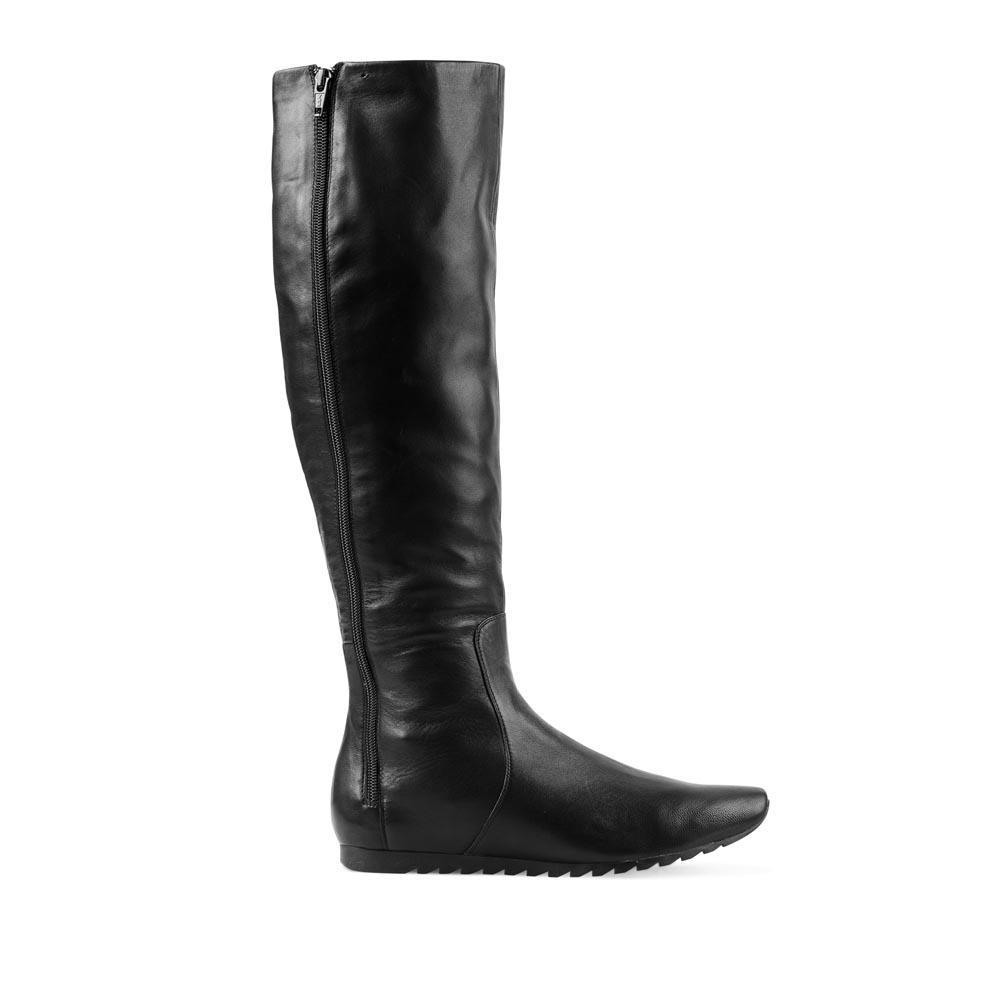 Кожаные сапоги черного цвета без каблука на молнииСапоги женские<br><br>Материал верха: Кожа<br>Материал подкладки: Кожа<br>Материал подошвы: Резина<br>Цвет: Черный<br>Высота каблука: 0 см<br>Дизайн: Италия<br>Страна производства: Китай<br><br>Высота каблука: 0 см<br>Материал верха: Кожа<br>Материал подкладки: Кожа<br>Цвет: Черный<br>Пол: Женский<br>Выберите размер обуви: 40