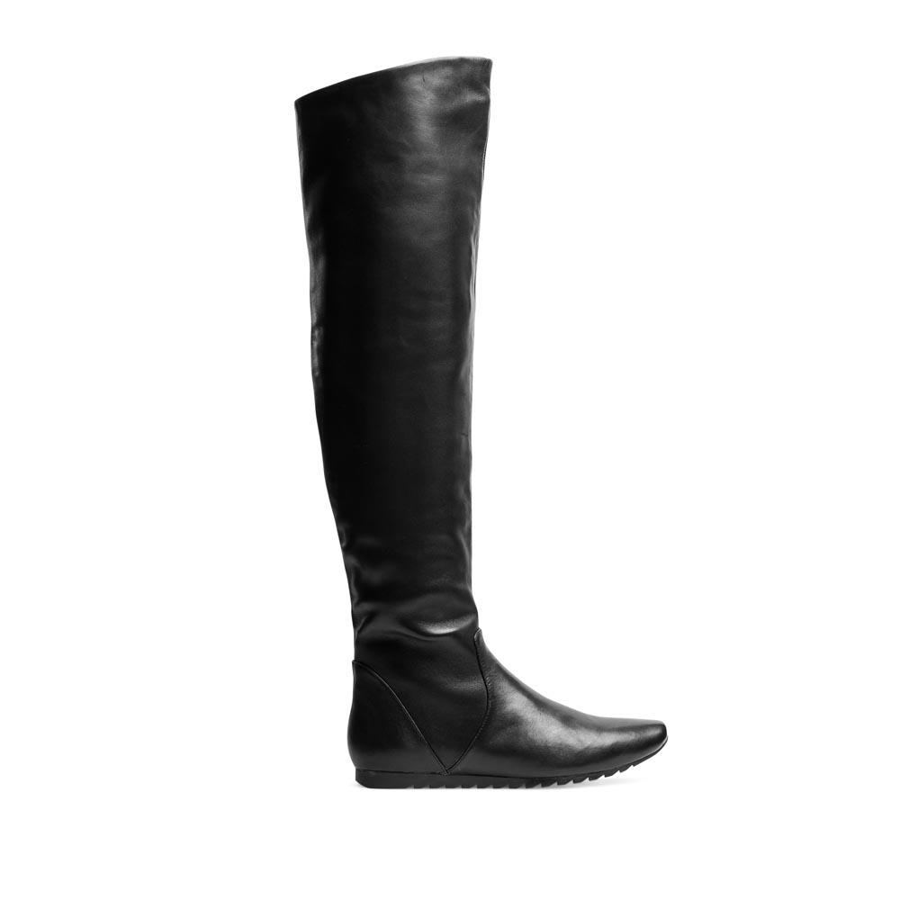 CORSOCOMO Кожаные ботфорты черного цвета на протекторной подошве 50-466-24011
