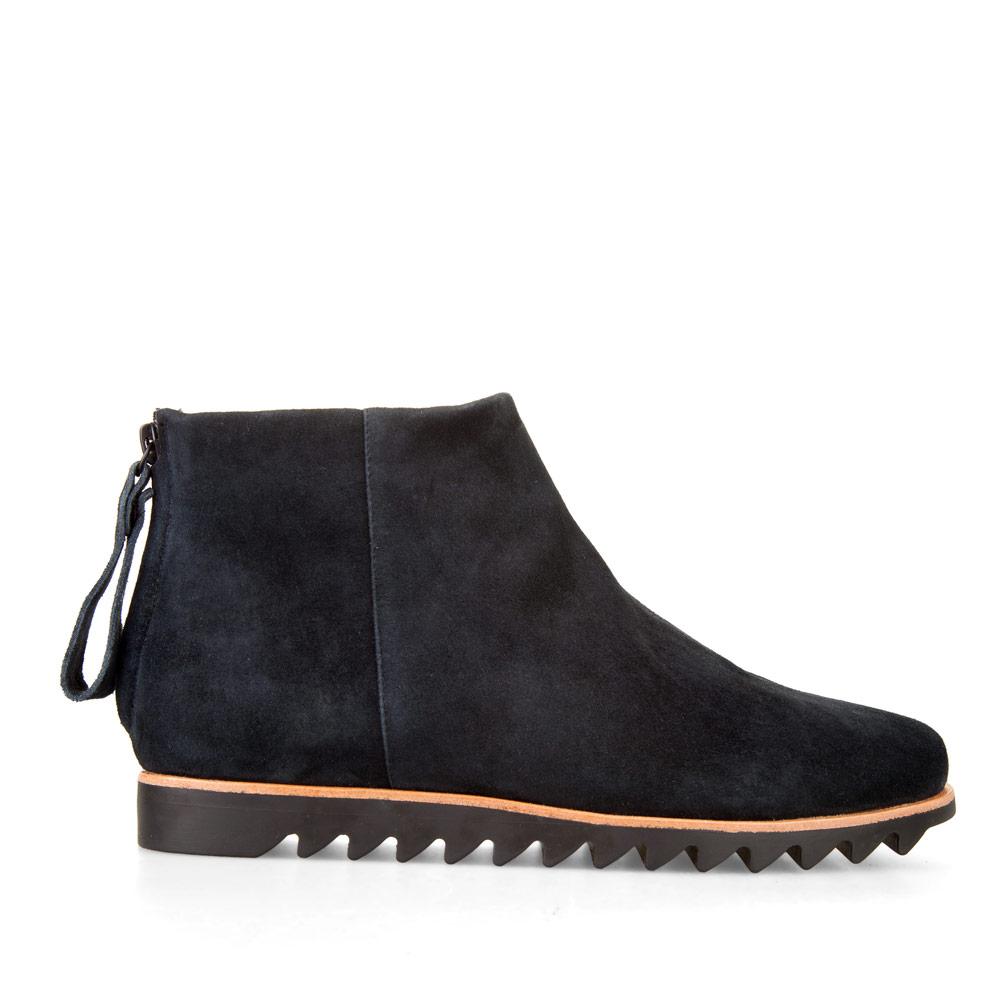 Ботинки из замши черничного цвета с мехом на массивной подошве