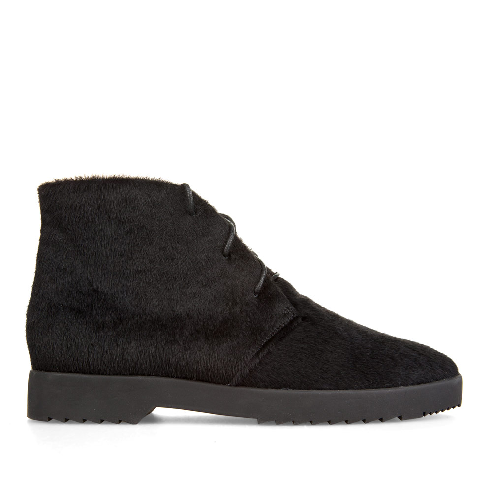 Ботинки из меха пони черного цвета