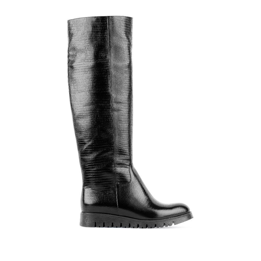Сапоги из фактурной кожи чёрного цветаСапоги женские<br><br>Материал верха: Кожа<br>Материал подкладки: Текстиль<br>Материал подошвы: Полиуретан<br>Цвет: Черный<br>Высота каблука: 0 см<br>Дизайн: Италия<br>Страна производства: Китай<br><br>Высота каблука: 0 см<br>Материал верха: Кожа<br>Материал подошвы: Полиуретан<br>Материал подкладки: Текстиль<br>Цвет: Черный<br>Вес кг: 1.00000000<br>Размер обуви: 40