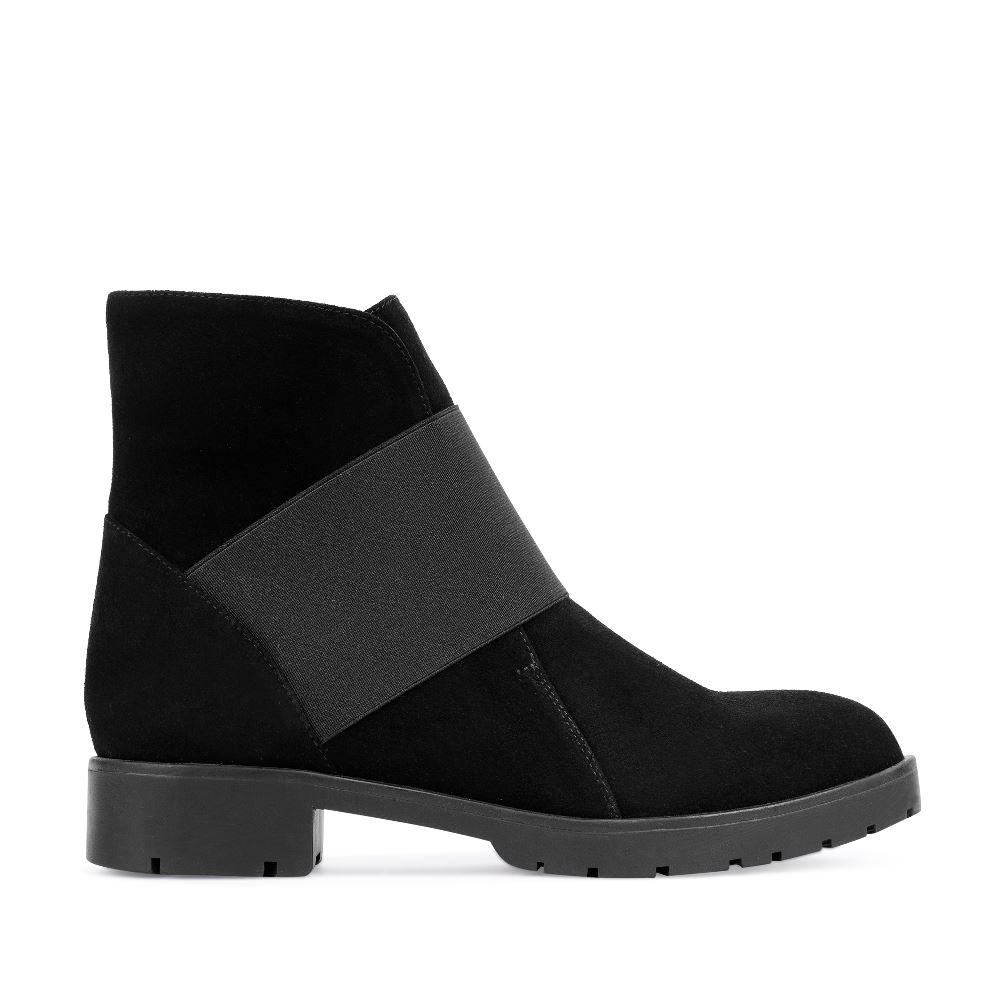 Ботинки из замши черного цвета с эластичной вставкойПолусапоги женские<br><br>Материал верха: Замша<br>Материал подкладки: Мех<br>Материал подошвы: Полиуретан<br>Цвет: Черный<br>Высота каблука: 4см<br>Дизайн: Италия<br>Страна производства: Китай<br><br>Высота каблука: 4 см<br>Материал верха: Замша<br>Материал подошвы: Полиуретан<br>Материал подкладки: Мех<br>Цвет: Черный<br>Вес кг: 1.00000000<br>Размер обуви: 37**