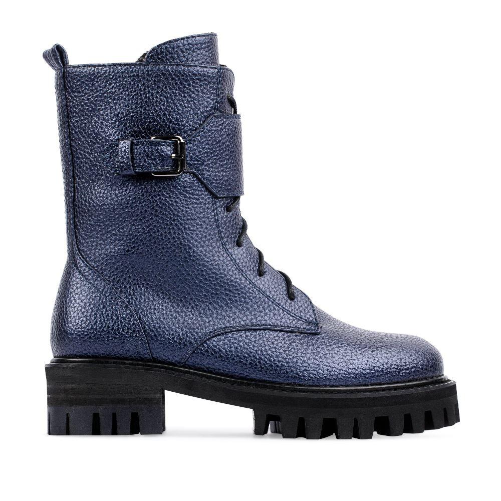 Высокие ботинки из кожи синего цвета на протекторной подошве