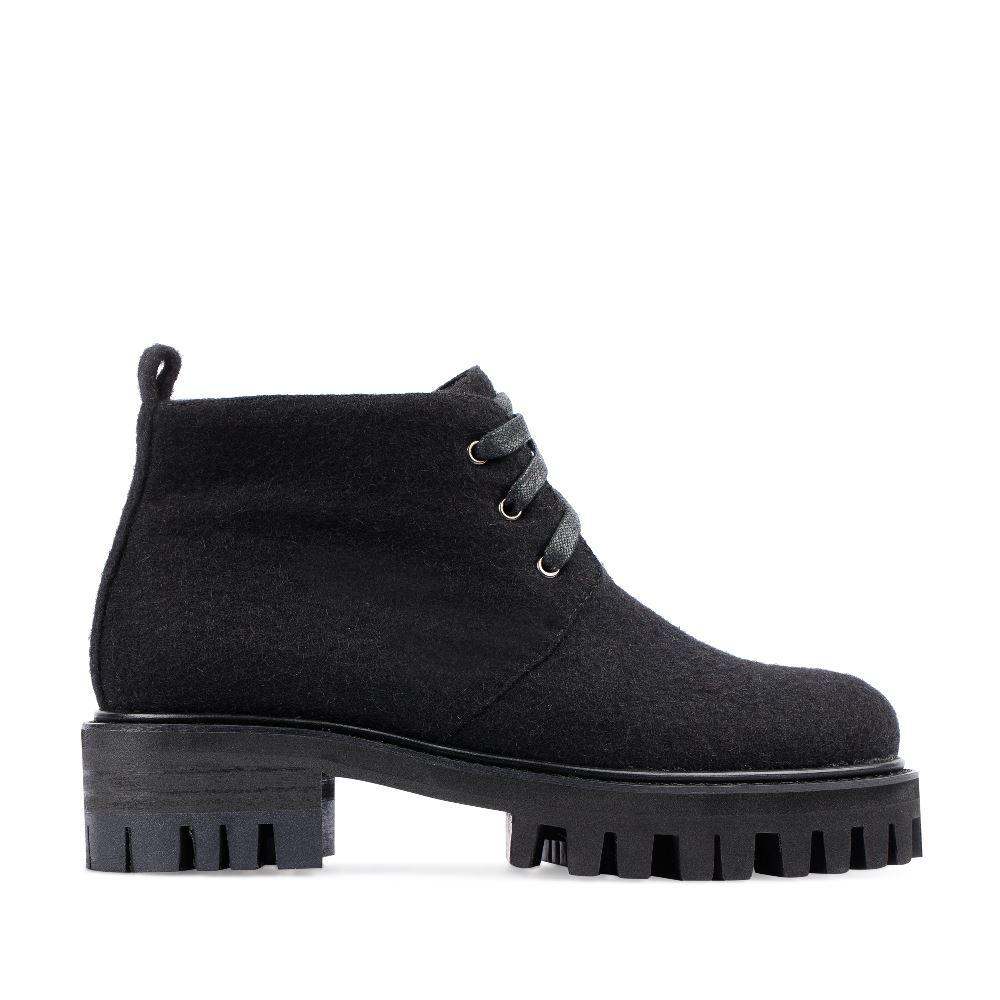 Ботинки из шерсти черного цвета на протекторной подошве