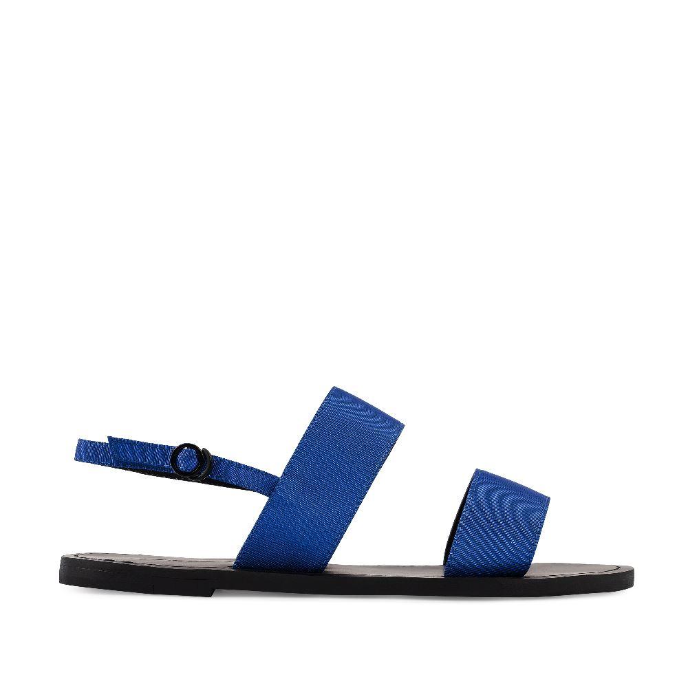 Сандалии из текстиля цвета электрикСандалии<br><br>Материал верха: Текстиль<br>Материал подкладки: Текстиль<br>Материал подошвы: Резина<br>Цвет: Синий<br>Высота каблука: 1 см<br>Дизайн: Италия<br>Страна производства: Китай<br><br>Высота каблука: 1 см<br>Материал верха: Текстиль<br>Материал подкладки: Текстиль<br>Цвет: Синий<br>Пол: Женский<br>Вес кг: 560.00000000<br>Размер: 40