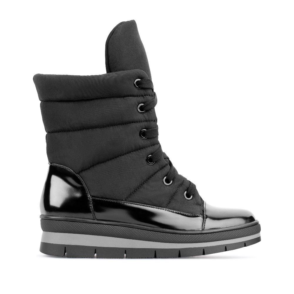 Высокие ботинки на шнуровке черного цветаПолусапоги<br><br>Материал верха: Текстиль<br>Материал подкладки: Текстиль<br>Материал подошвы: Полиуретан<br>Цвет: Черный<br>Высота каблука: 0 см<br>Дизайн: Италия<br>Страна производства: Китай<br><br>Высота каблука: 0 см<br>Материал верха: Текстиль<br>Материал подкладки: Текстиль<br>Цвет: Черный<br>Пол: Женский<br>Вес кг: 980.00000000<br>Размер обуви: 39