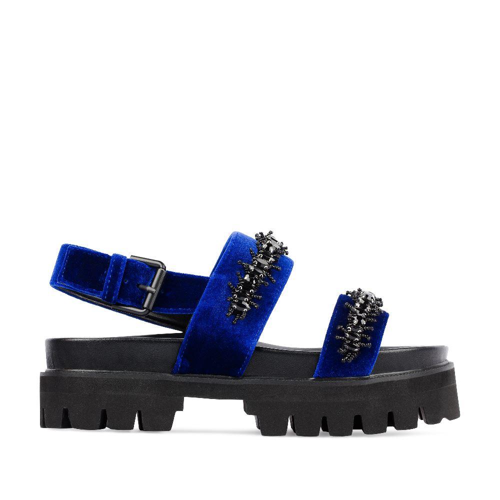 Сандалии из бархата синего цвета с аппликациейСандалии<br><br>Материал верха: Бархат<br>Материал подкладки: Текстиль<br>Материал подошвы: Полиуретан<br>Цвет: Синий<br>Высота каблука: 5см<br>Дизайн: Италия<br>Страна производства: Китай<br><br>Высота каблука: 5 см<br>Материал верха: Бархат<br>Материал подкладки: Текстиль<br>Цвет: Синий<br>Пол: Женский<br>Вес кг: 680.00000000<br>Размер: 35
