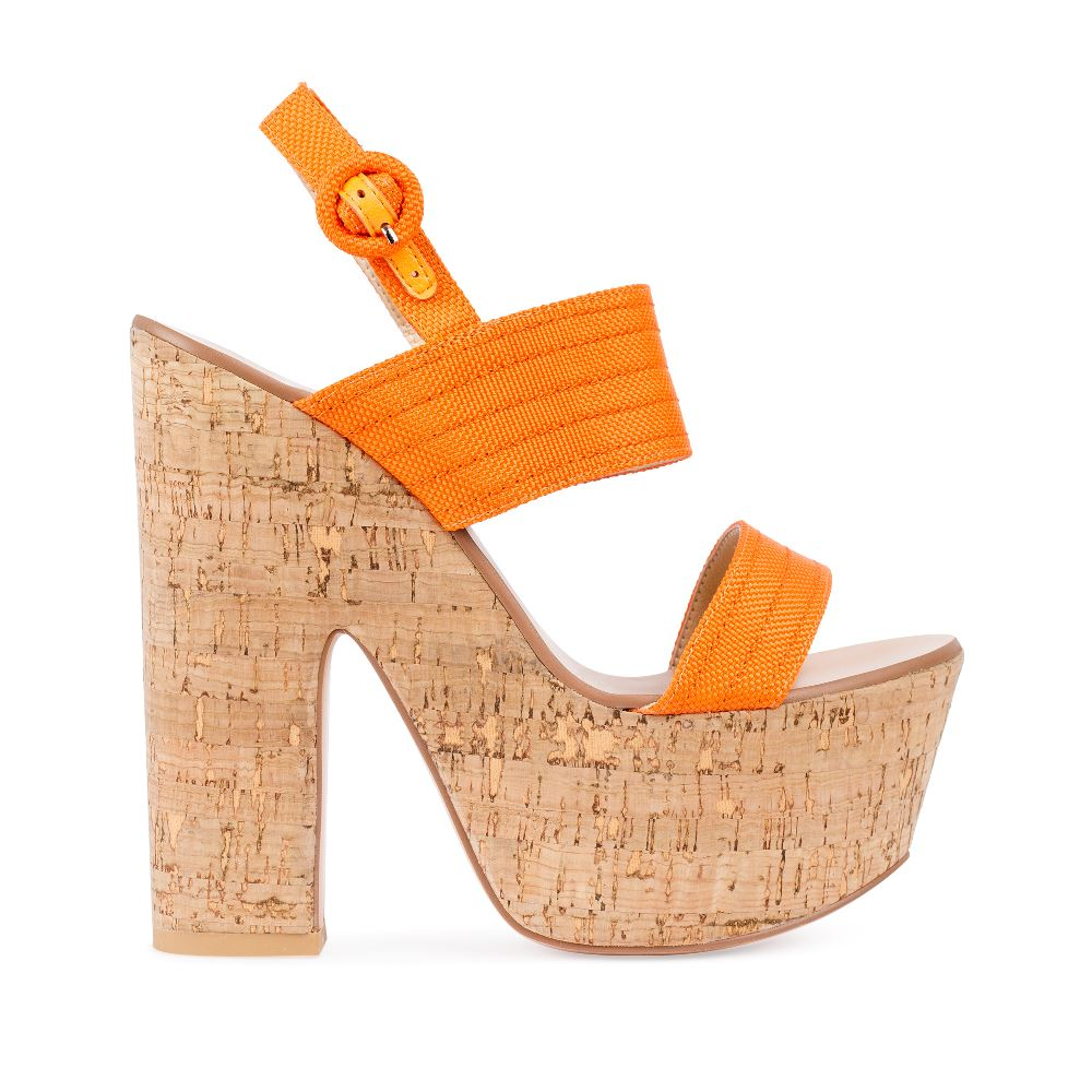 Босоножки на пробковой платформе и каблуке оранжевого цветаТуфли женские<br><br>Материал верха: Текстиль<br>Материал подкладки: Текстиль<br>Материал подошвы: Кожа<br>Цвет: Оранжевый<br>Высота каблука: 15 см<br>Дизайн: Италия<br>Страна производства: Китай<br><br>Высота каблука: 15 см<br>Материал верха: Текстиль<br>Материал подошвы: Кожа<br>Материал подкладки: Текстиль<br>Цвет: Оранжевый<br>Вес кг: 1.00000000<br>Размер: 39