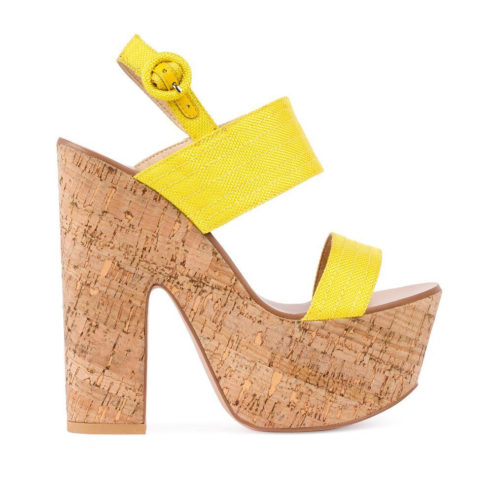 Босоножки на пробковой платформе и каблуке желтого цветаТуфли женские<br><br>Материал верха: Текстиль<br>Материал подкладки: Текстиль<br>Материал подошвы:Кожа<br>Цвет: Желтый<br>Высота каблука: 15 см<br>Дизайн: Италия<br>Страна производства: Китай<br><br>Высота каблука: 15 см<br>Материал верха: Текстиль<br>Материал подошвы: Кожа<br>Материал подкладки: Текстиль<br>Цвет: Желтый<br>Вес кг: 1.00000000<br>Выберите размер обуви: 38