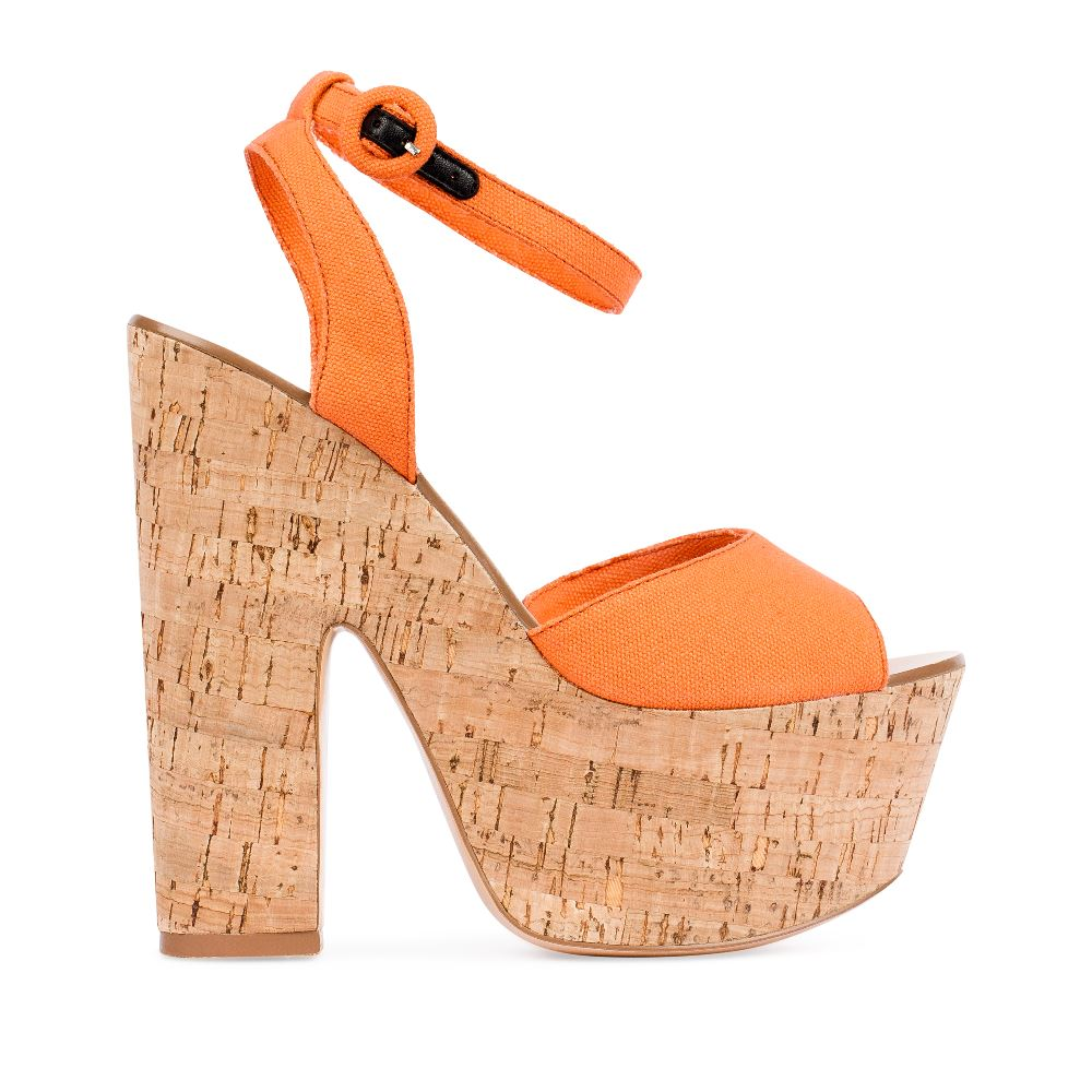 Босоножки из текстиля оранжевого цвета на платформеТуфли женские<br><br>Материал верха: Текстиль<br>Материал подкладки: Текстиль<br>Материал подошвы: Резина<br>Цвет: Оранжевый<br>Высота каблука: 15 см<br>Дизайн: Италия<br>Страна производства: Китай<br><br>Высота каблука: 15 см<br>Материал верха: Текстиль<br>Материал подошвы: Резина<br>Материал подкладки: Текстиль<br>Цвет: Оранжевый<br>Вес кг: 1.00000000<br>Размер: 40