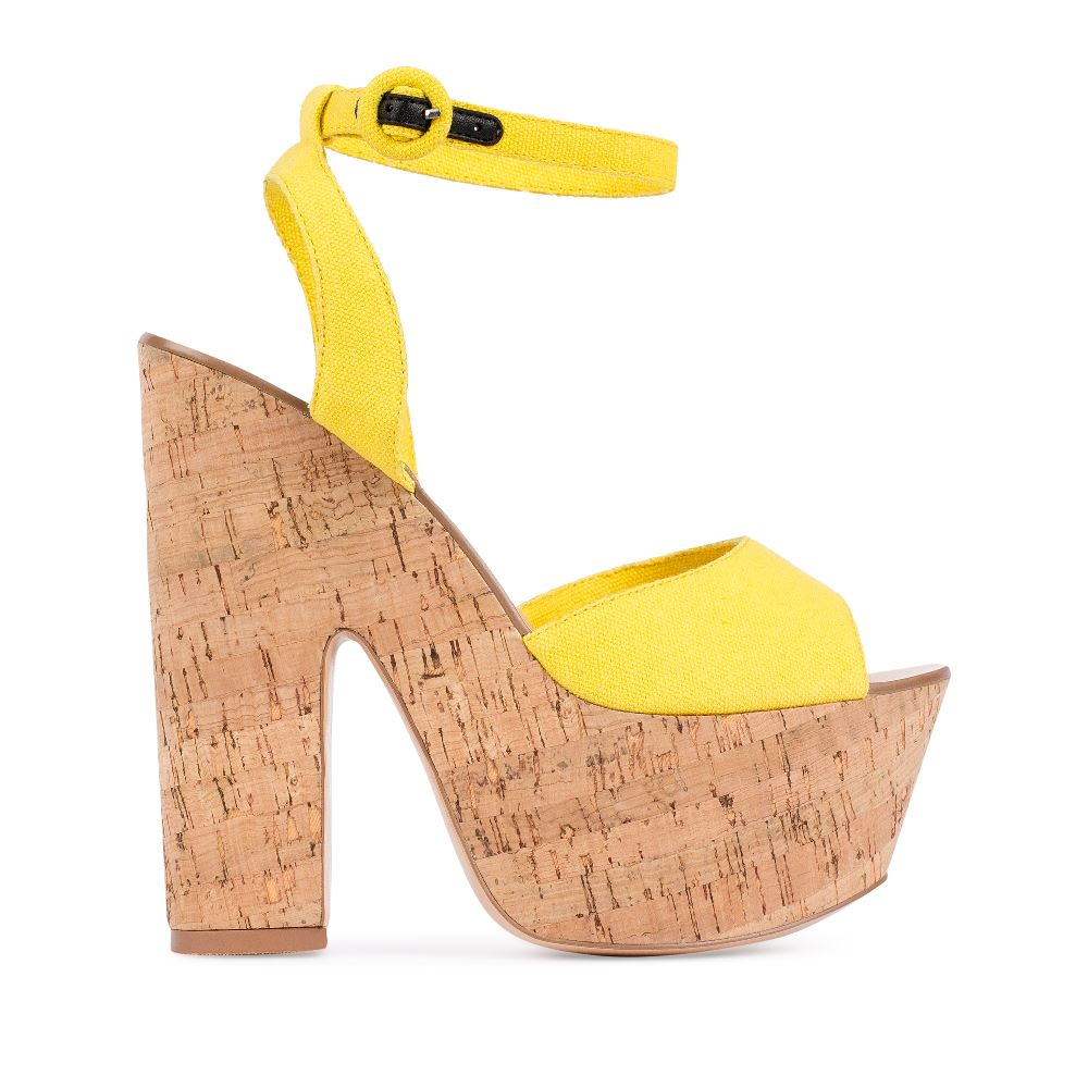 Босоножки из текстиля жёлтого цвета на платформеТуфли женские<br><br>Материал верха: Текстиль<br>Материал подкладки: Текстиль<br>Материал подошвы: Резина<br>Цвет: Желтый<br>Высота каблука: 15 см<br>Дизайн: Италия<br>Страна производства: Китай<br><br>Высота каблука: 15 см<br>Материал верха: Текстиль<br>Материал подошвы: Резина<br>Материал подкладки: Текстиль<br>Цвет: Желтый<br>Вес кг: 1.00000000<br>Размер: 37*