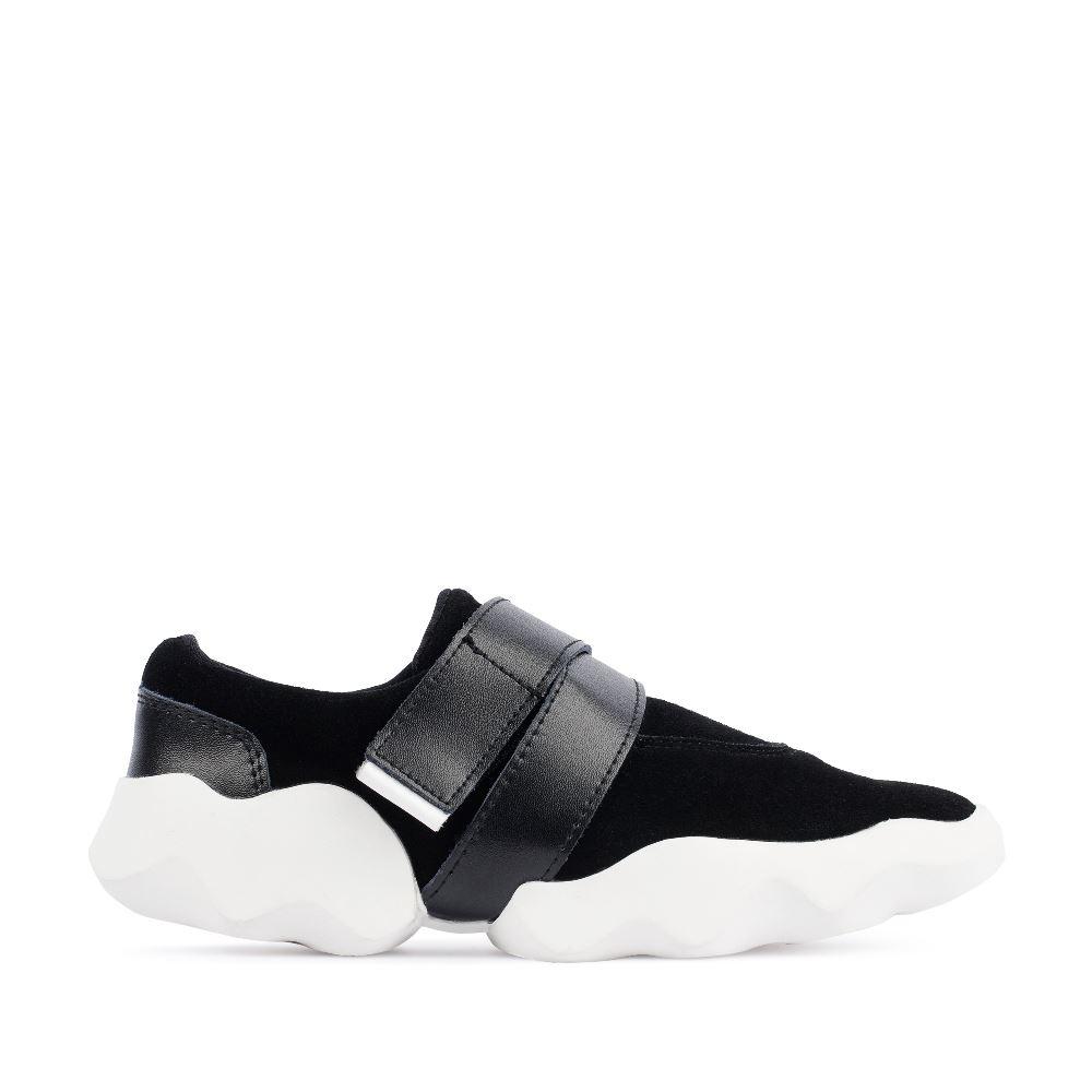 Кроссовки из замши черного цвета