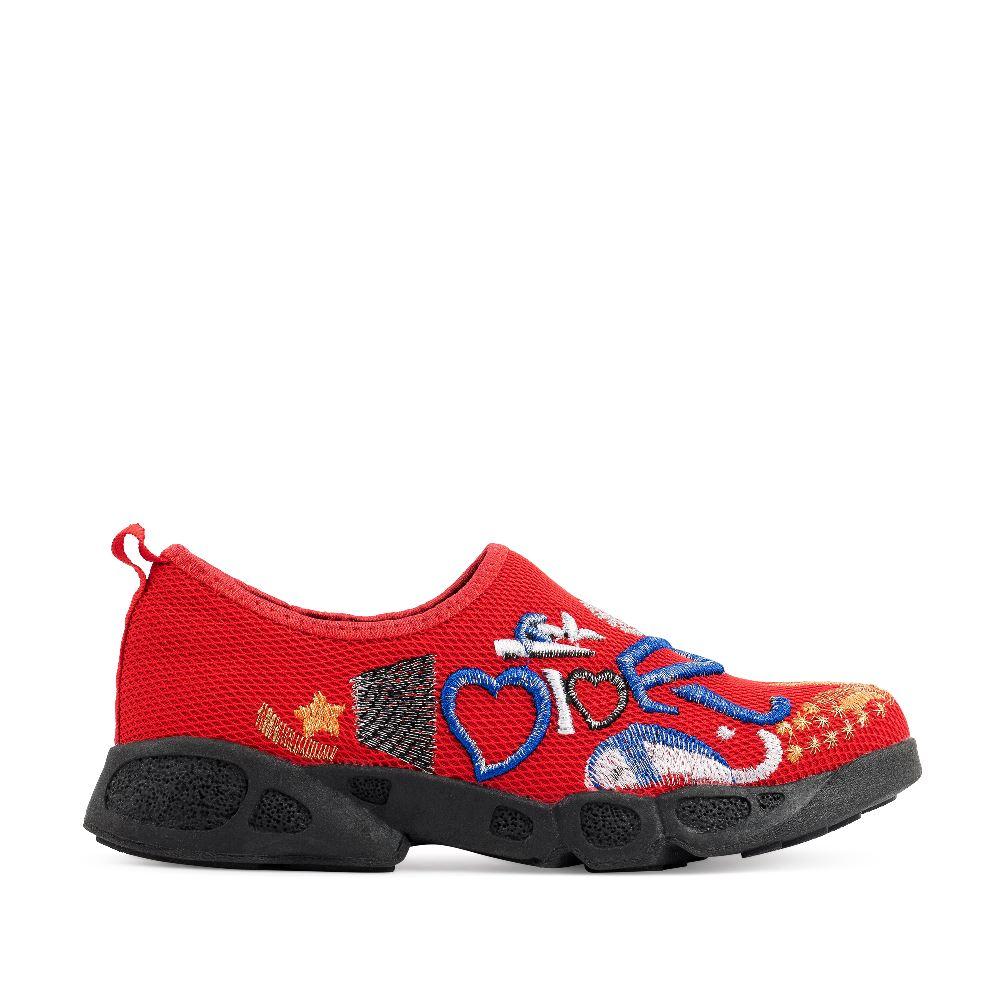 Слипоны красного цвета с вышивкойКроссовки женские<br>(модель маломерит)<br><br><br>Материал верха: Текстиль<br>Материал подкладки: Текстиль<br>Материал подошвы: Полиуретан<br>Цвет: Красный<br>Высота каблука: 2 см<br>Дизайн: Италия<br>Страна производства: Китай<br><br>Высота каблука: 2 см<br>Материал верха: Текстиль<br>Материал подкладки: Текстиль<br>Цвет: Красный<br>Пол: Женский<br>Выберите размер обуви: 35