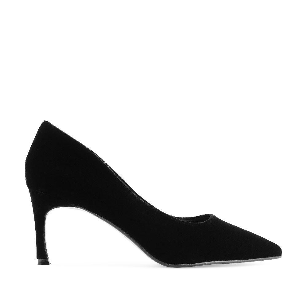 Туфли из бархата черного цвета на среднем каблукеТуфли<br><br>Материал верха: Бархат<br>Материал подкладки: Кожа<br>Материал подошвы: Полиуретан<br>Цвет: Черный<br>Высота каблука: 6 см<br>Дизайн: Италия<br>Страна производства: Китай<br><br>Высота каблука: 6 см<br>Материал верха: Бархат<br>Материал подошвы: Полиуретан<br>Материал подкладки: Кожа<br>Цвет: Черный<br>Пол: Женский<br>Размер обуви: 37