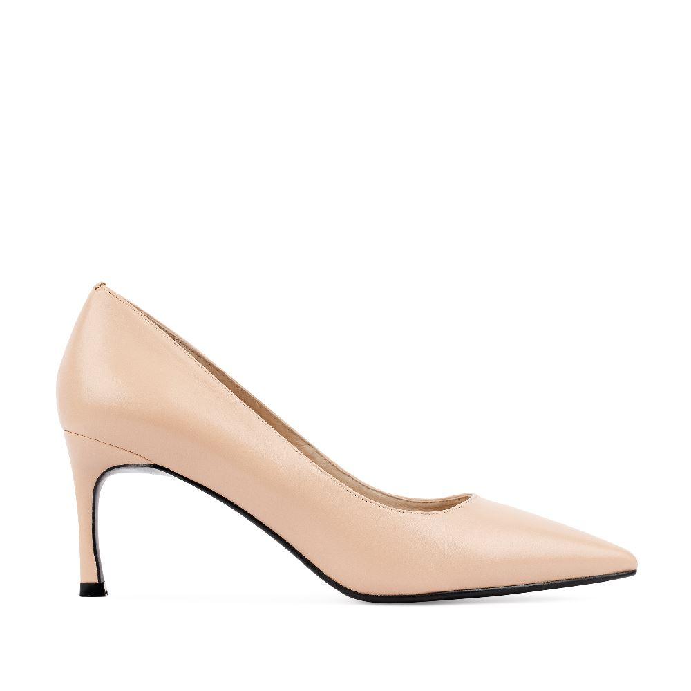 Туфли из кожи бежевого цвета на среднем каблуке