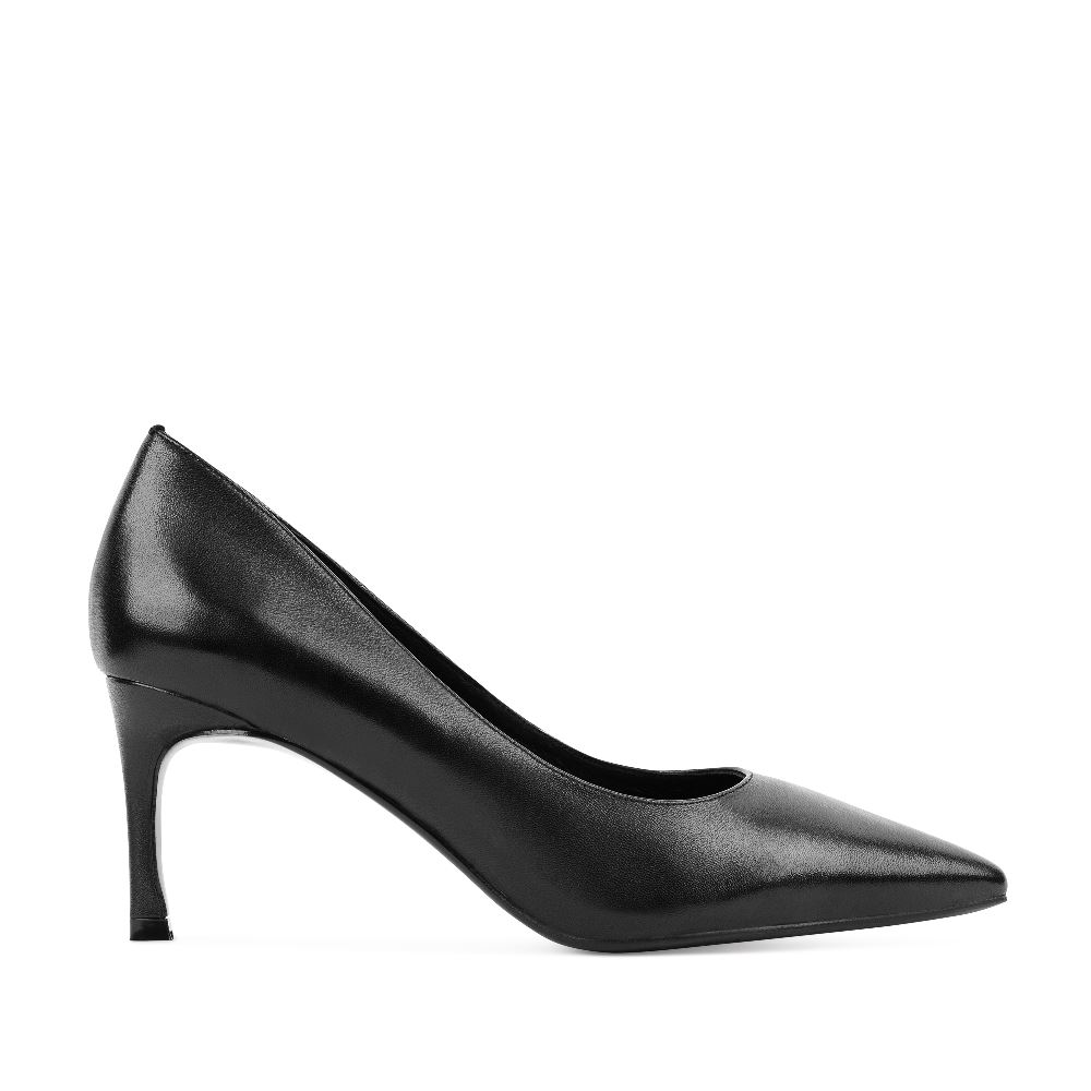 Туфли черного цвета из кожи на среднем каблуке