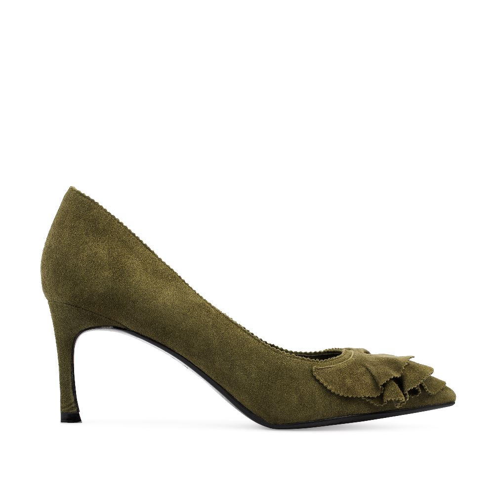 Туфли из замши цвета хаки с оборкамиТуфли<br><br>Материал верха: Замша<br>Материал подкладки: Кожа<br>Материал подошвы: Кожа<br>Цвет: Зеленый<br>Высота каблука: 6см<br>Дизайн: Италия<br>Страна производства: Китай<br><br>Высота каблука: 6 см<br>Материал верха: Замша<br>Материал подкладки: Кожа<br>Цвет: Зеленый<br>Пол: Женский<br>Выберите размер обуви: 39