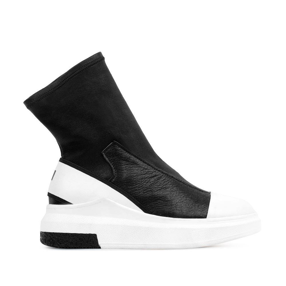Высокие кеды из кожи черного и белого цветовКроссовки женские<br><br>Материал верха: Кожа<br>Материал подкладки: Кожа<br>Материал подошвы: Полиуретан<br>Цвет: Черный<br>Высота каблука: 5 см<br>Дизайн: Италия<br>Страна производства: Китай<br><br>Высота каблука: 5 см<br>Материал верха: Кожа<br>Материал подкладки: Кожа<br>Цвет: Черный<br>Пол: Женский<br>Выберите размер обуви: 36