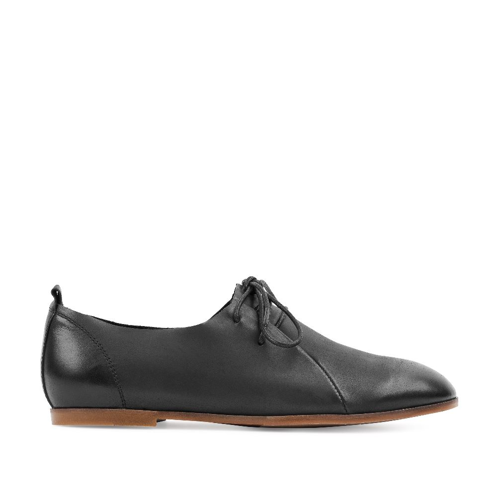 Ботинки черного цвета из кожи на шнуровкеПолуботинки комфорт<br><br>Материал верха: Кожа<br>Материал подкладки: Кожа<br>Материал подошвы: Полиуретан<br>Цвет: Черный<br>Высота каблука: 1см<br>Дизайн: Италия<br>Страна производства: Китай<br><br>Высота каблука: 1 см<br>Материал верха: Кожа<br>Материал подкладки: Кожа<br>Цвет: Черный<br>Пол: Женский<br>Выберите размер обуви: 36