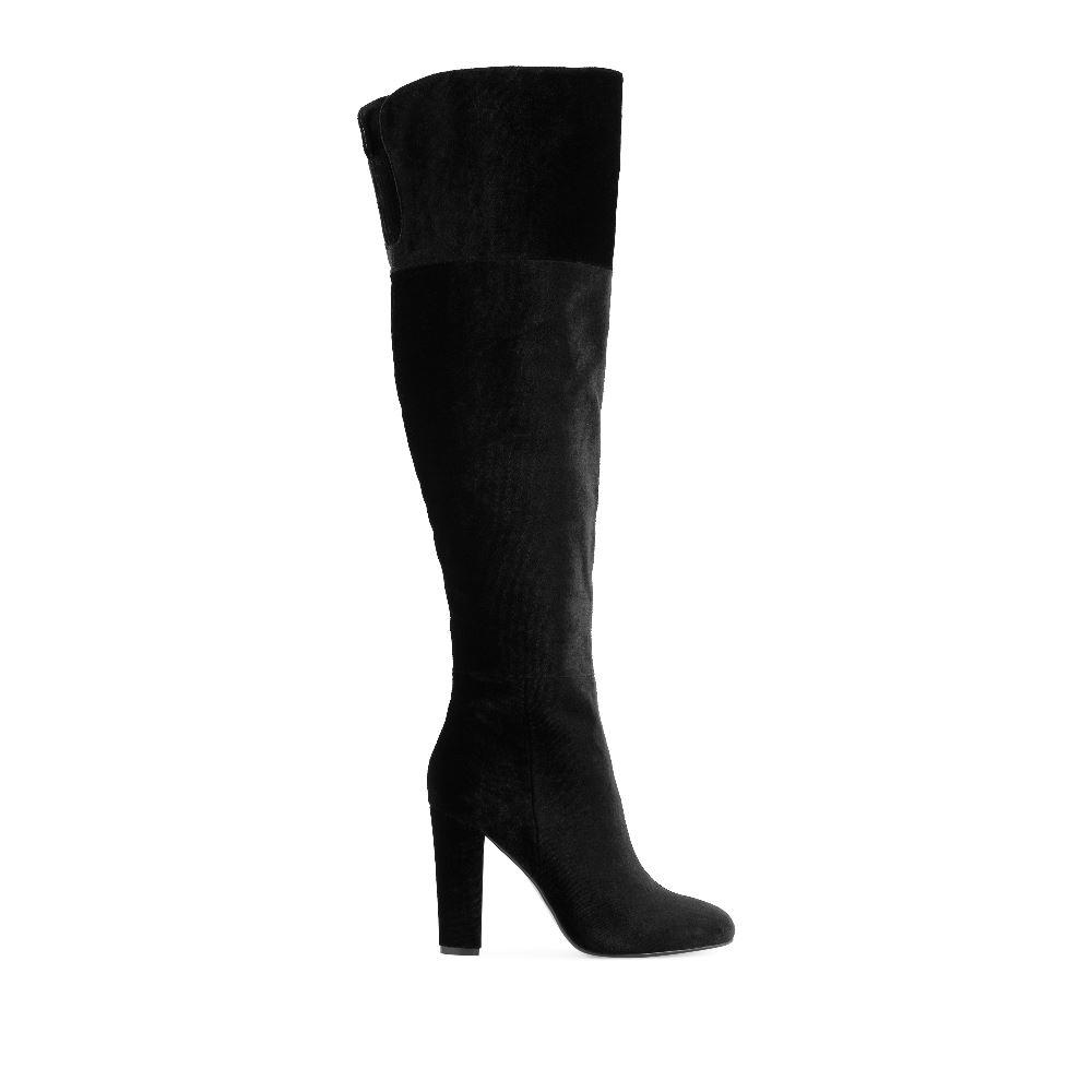 Ботфорты из бархата черного цвета на высоком каблуке