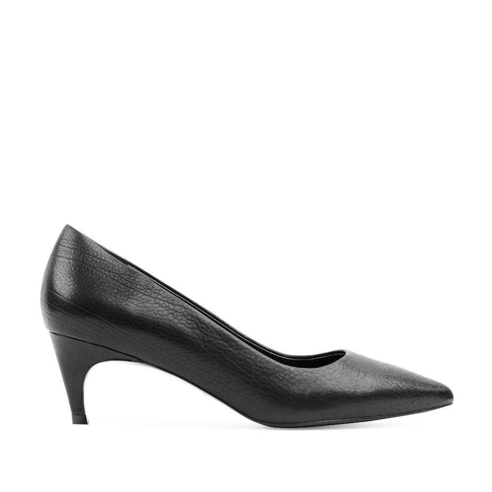 Туфли-лодочки черного цвета из кожи на среднем каблуке