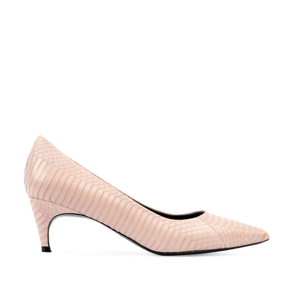 Туфли-лодочки из кожи змеи бежевого цвета на среднем каблуке