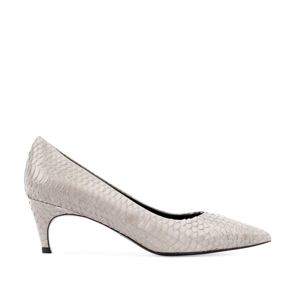 Туфли-лодочки из кожи змеи серого цвета на среднем каблуке