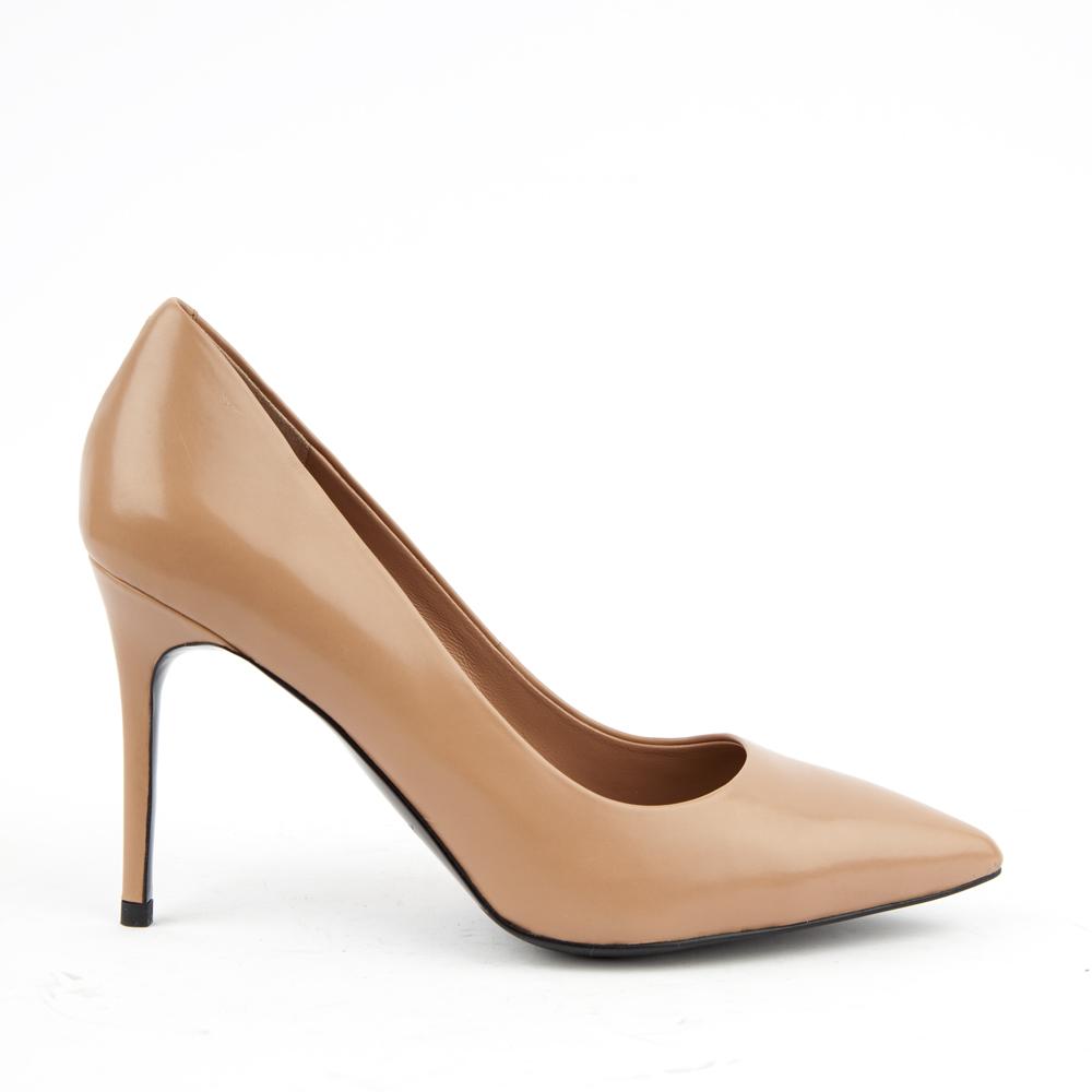Кожаные туфли-лодочки бежевого цвета