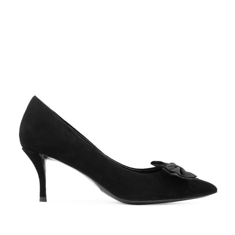Туфли из замши черного цвета с бантомТуфли<br><br>Материал верха: Замша<br>Материал подкладки: Кожа<br>Материал подошвы: Кожа<br>Цвет: Черный<br>Высота каблука: 6см<br>Дизайн: Италия<br>Страна производства: Китай<br><br>Высота каблука: 6 см<br>Материал верха: Замша<br>Материал подкладки: Кожа<br>Цвет: Черный<br>Пол: Женский<br>Размер: 38