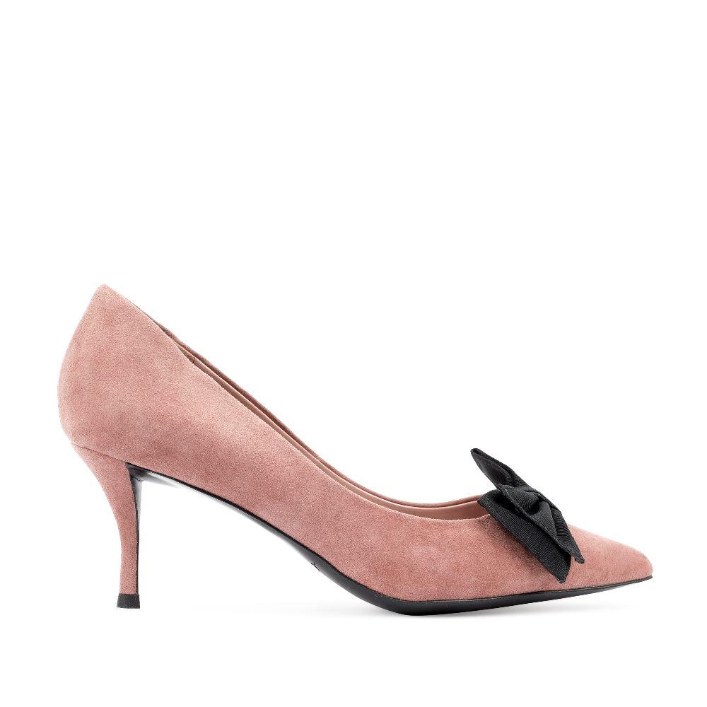 Туфли из замши нежно-розового цвета с бантом