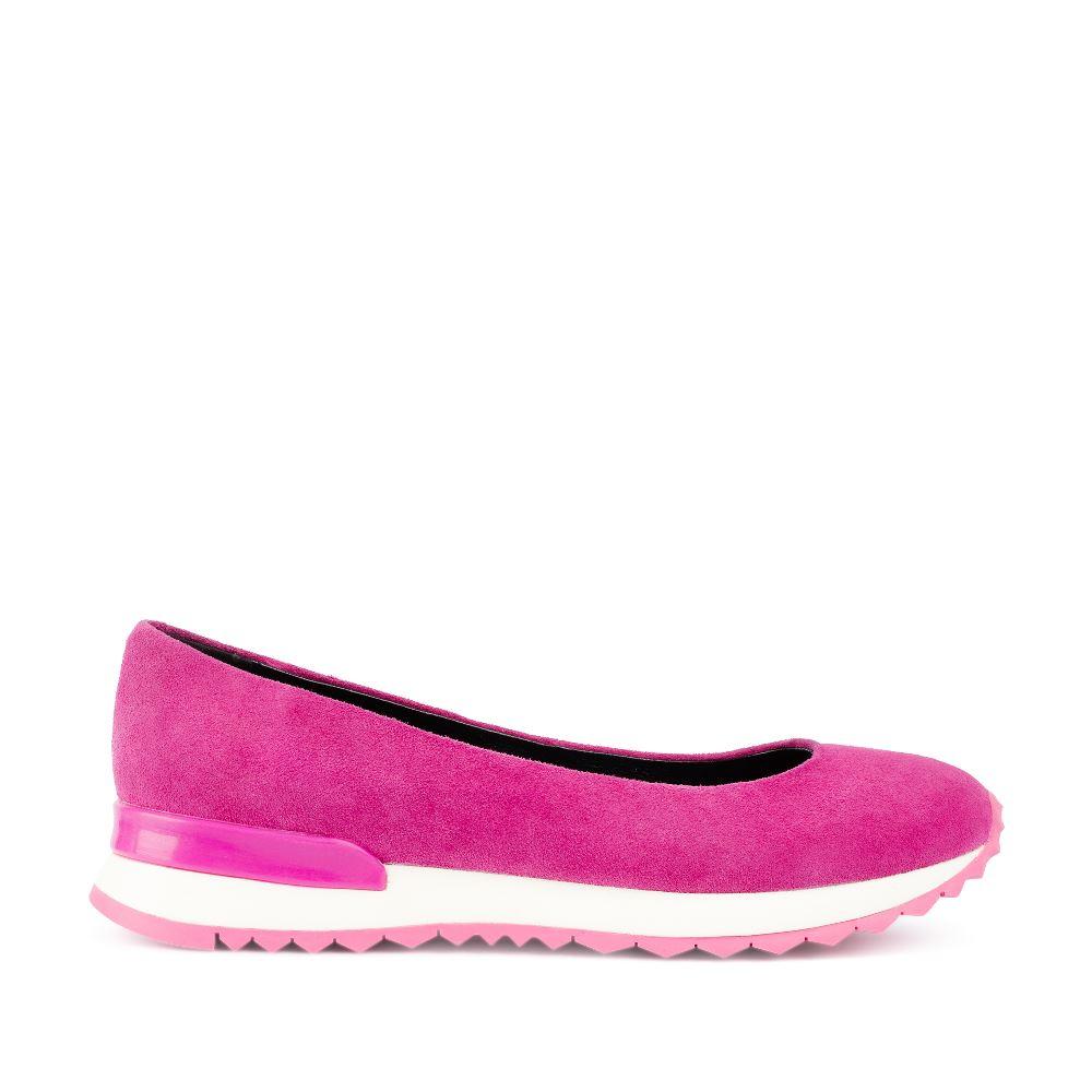 Балетки розового цвета из замшиТуфли женские<br><br>Материал верха: Замша<br>Материал подкладки: Кожа<br>Материал подошвы: Полиуретан<br>Цвет: Розовый<br>Высота каблука: 0 см<br>Дизайн: Италия<br>Страна производства: Китай<br><br>Высота каблука: 0 см<br>Материал верха: Замша<br>Материал подошвы: Полиуретан<br>Материал подкладки: Кожа<br>Цвет: Розовый<br>Вес кг: 1.00000000<br>Размер: 39
