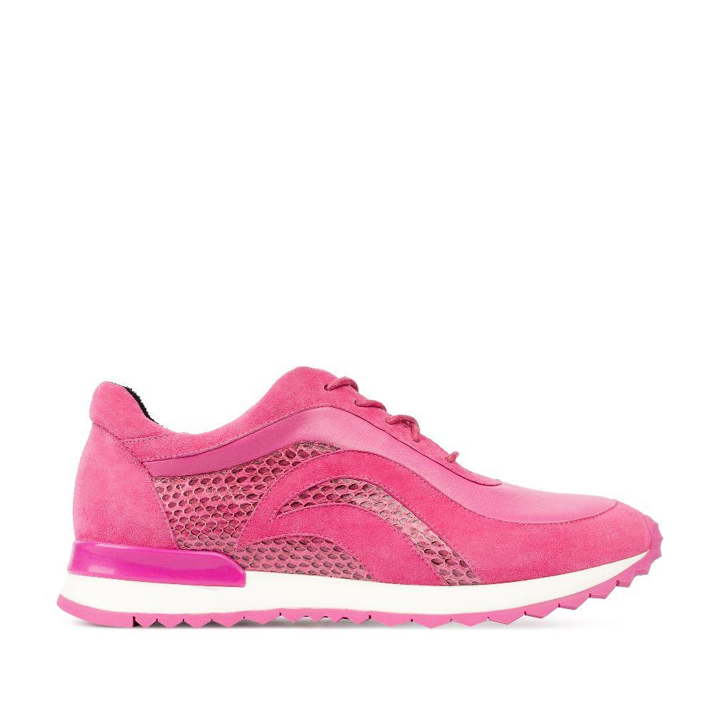 Замшевые кроссовки розового цвета с вставками из кожи змеи