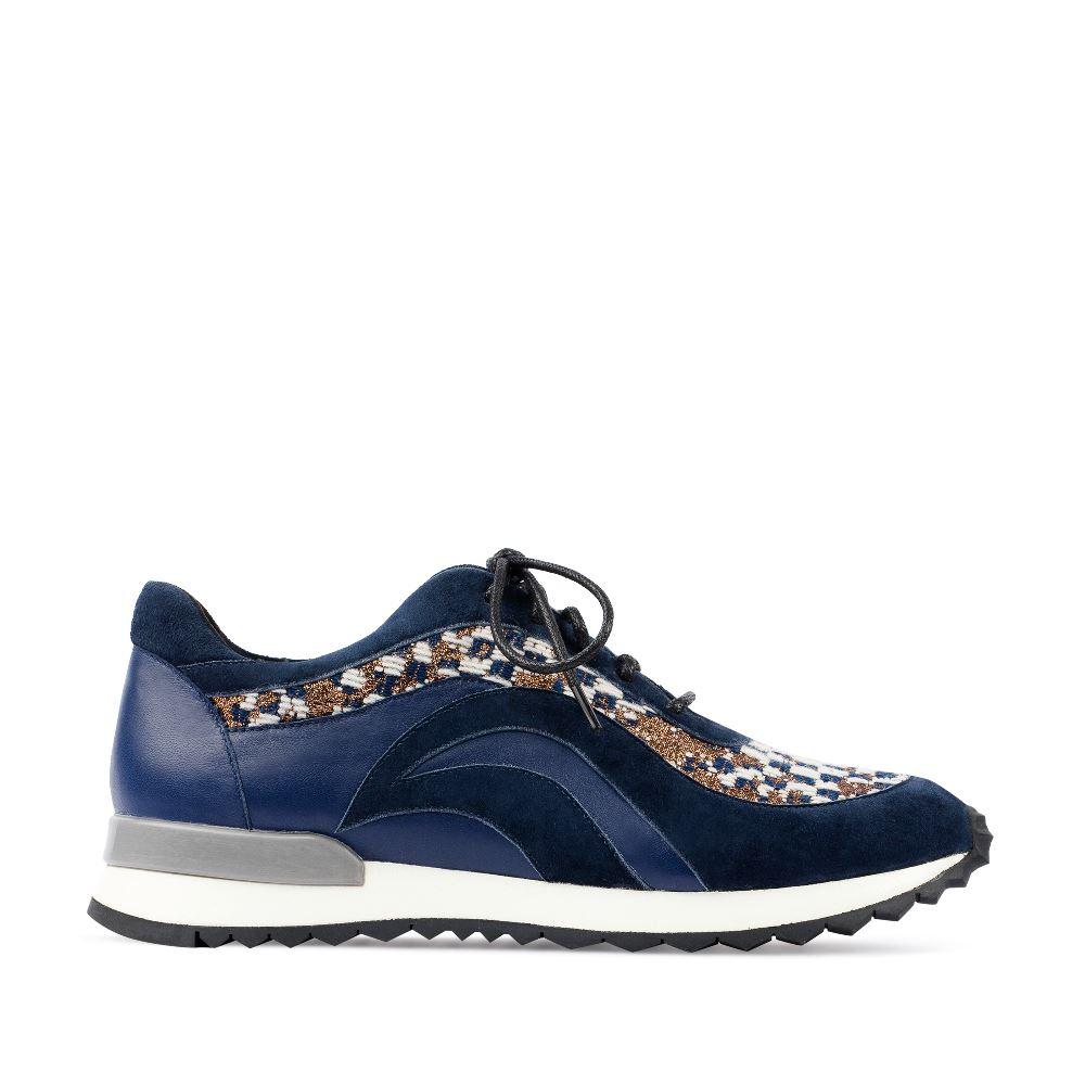 Кроссовки из кожи и замши синего цвета с вышивкойЗолотое тиснение в стиле гобеленов эпохи Возрождения - необычное<br>решение для спортивной обуви. И благодаря ему такие кроссовки<br>должны оказаться в Вашемгардеробе. Закажите их в интернет-магазине<br>стильной итальянской обуви CORSOCOMO.<br><br><br>Материал верха: Замша<br>Материал подкладки: Кожа<br>Материал подошвы: Полиуретан<br>Цвет: Синий<br>Высота каблука: 0см<br>Дизайн: Италия<br>Страна производства: Китай<br><br>Высота каблука: 0 см<br>Материал верха: Замша<br>Материал подкладки: Кожа<br>Цвет: Синий<br>Пол: Женский<br>Вес кг: 620.00000000<br>Размер обуви: 39
