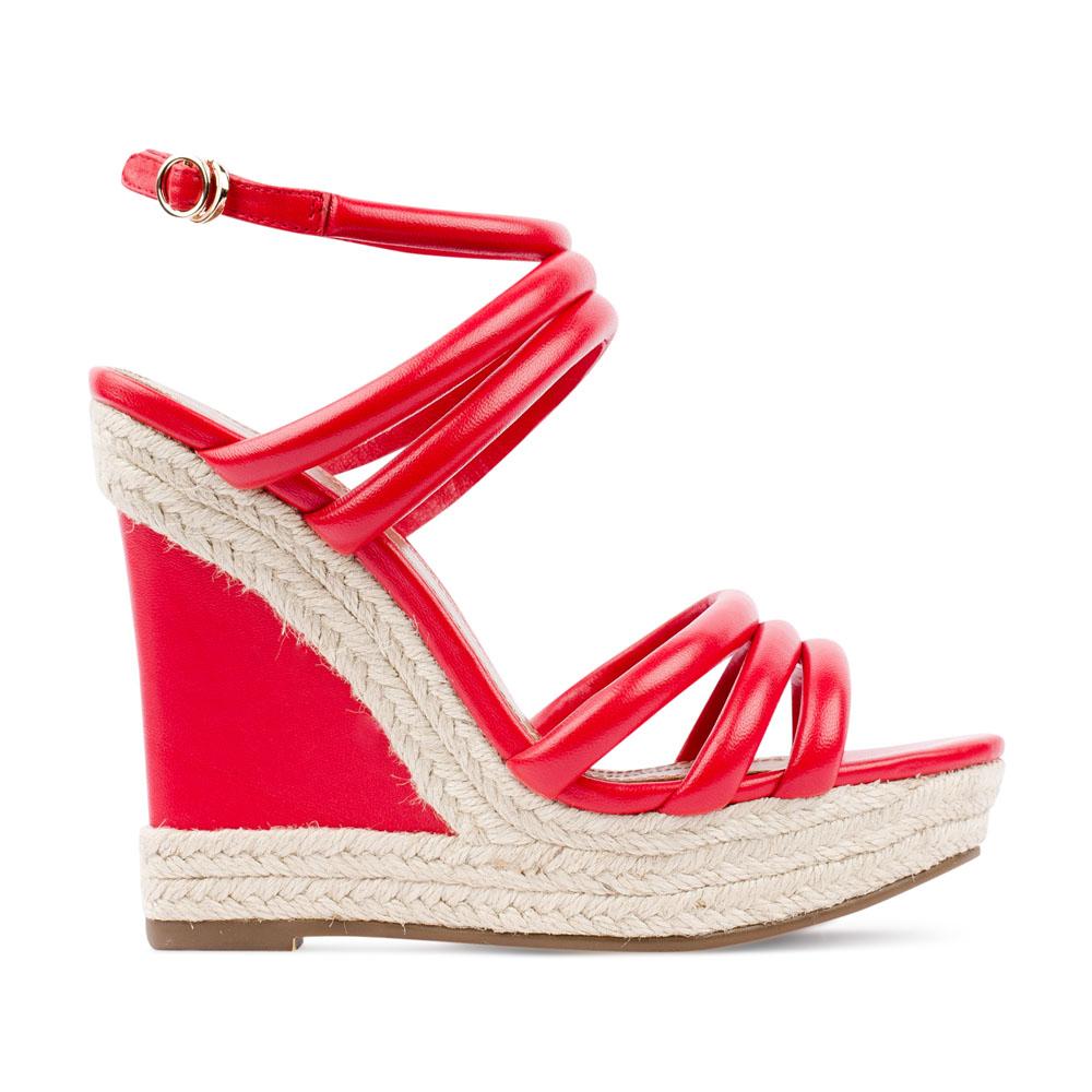 Босоножки кораллогого цвета на танкетке, декорированной джутомТуфли женские<br><br>Материал верха: Кожа<br>Материал подкладки: Кожа<br>Материал подошвы: Кожа<br>Цвет: Красный<br>Высота каблука: 10 см<br>Дизайн: Италия<br>Страна производства: Китай<br><br>Высота каблука: 10 см<br>Материал верха: Кожа<br>Материал подкладки: Кожа<br>Цвет: Красный<br>Вес кг: 0.58000000<br>Размер обуви: 35