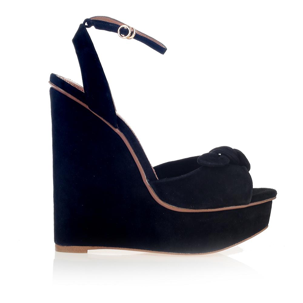 Замшевые босоножки черного цвета на танкетке с бантомБосоножки женские<br><br>Материал верха: Замша<br>Материал подкладки: Кожа<br>Материал подошвы: Кожа<br>Цвет: Черный<br>Высота каблука: 13 см<br>Дизайн: Италия<br>Страна производства: Китай<br><br>Высота каблука: 13 см<br>Материал верха: Замша<br>Материал подкладки: Кожа<br>Цвет: Черный<br>Вес кг: 0.40000000<br>Размер: 38