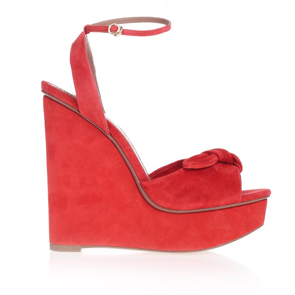 Замшевые босоножки алого цвета на танкетке с бантомБосоножки женские<br><br>Материал верха: Замша<br>Материал подкладки: Кожа<br>Материал подошвы: Кожа<br>Цвет: Красный<br>Высота каблука: 14 см<br>Дизайн: Италия<br>Страна производства: Китай<br><br>Высота каблука: 14 см<br>Материал верха: Замша<br>Материал подкладки: Кожа<br>Цвет: Красный<br>Вес кг: 0.70200000<br>Выберите размер обуви: 39**