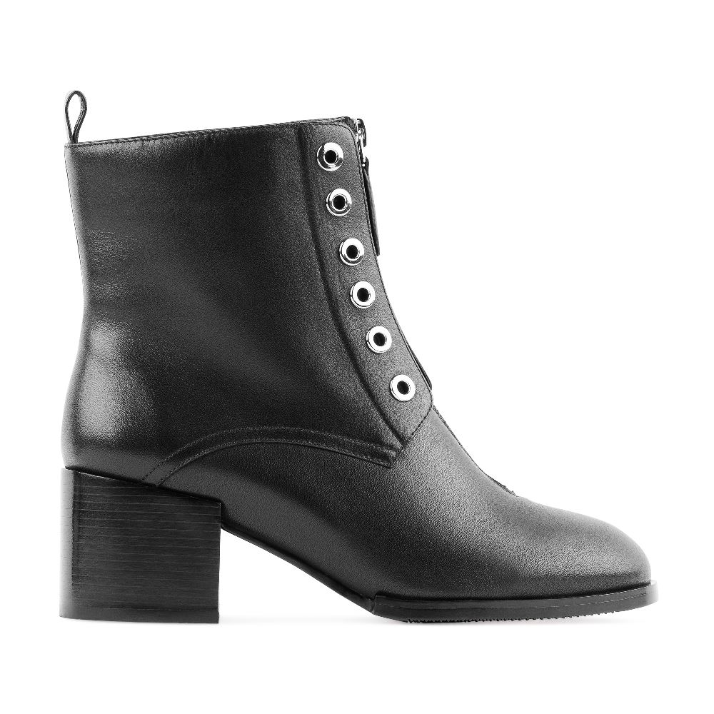 Высокие ботинки из кожи черного цвета с молниейБотинки женские<br><br>Материал верха: Кожа<br>Материал подкладки: Текстиль<br>Материал подошвы: Полиуретан<br>Цвет: Черный<br>Высота каблука: 6см<br>Дизайн: Италия<br>Страна производства: Китай<br><br>Высота каблука: 6 см<br>Материал верха: Кожа<br>Материал подкладки: Текстиль<br>Цвет: Черный<br>Пол: Женский<br>Размер: 39