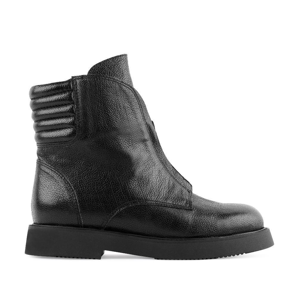 Высокие ботинки из кожи черного цвета с молниейБотинки женские<br><br>Материал верха: Кожа<br>Материал подкладки: Кожа<br>Материал подошвы: Полиуретан<br>Цвет: Черный<br>Высота каблука: 3 см<br>Дизайн: Италия<br>Страна производства: Китай<br><br>Высота каблука: 3 см<br>Материал верха: Кожа<br>Материал подкладки: Кожа<br>Цвет: Черный<br>Пол: Женский<br>Размер: 39