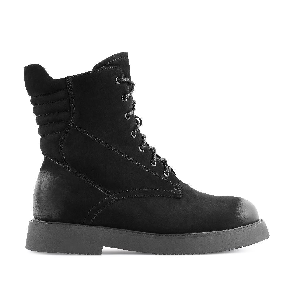 Высокие ботинки на шнуровке из нубука черного цветаБотинки женские<br><br>Материал верха: Нубук<br>Материал подкладки: Кожа<br>Материал подошвы: Полиуретан<br>Цвет: Черный<br>Высота каблука: 3 см<br>Дизайн: Италия<br>Страна производства: Китай<br><br>Высота каблука: 3 см<br>Материал верха: Нубук<br>Материал подкладки: Кожа<br>Цвет: Черный<br>Пол: Женский<br>Размер: 36
