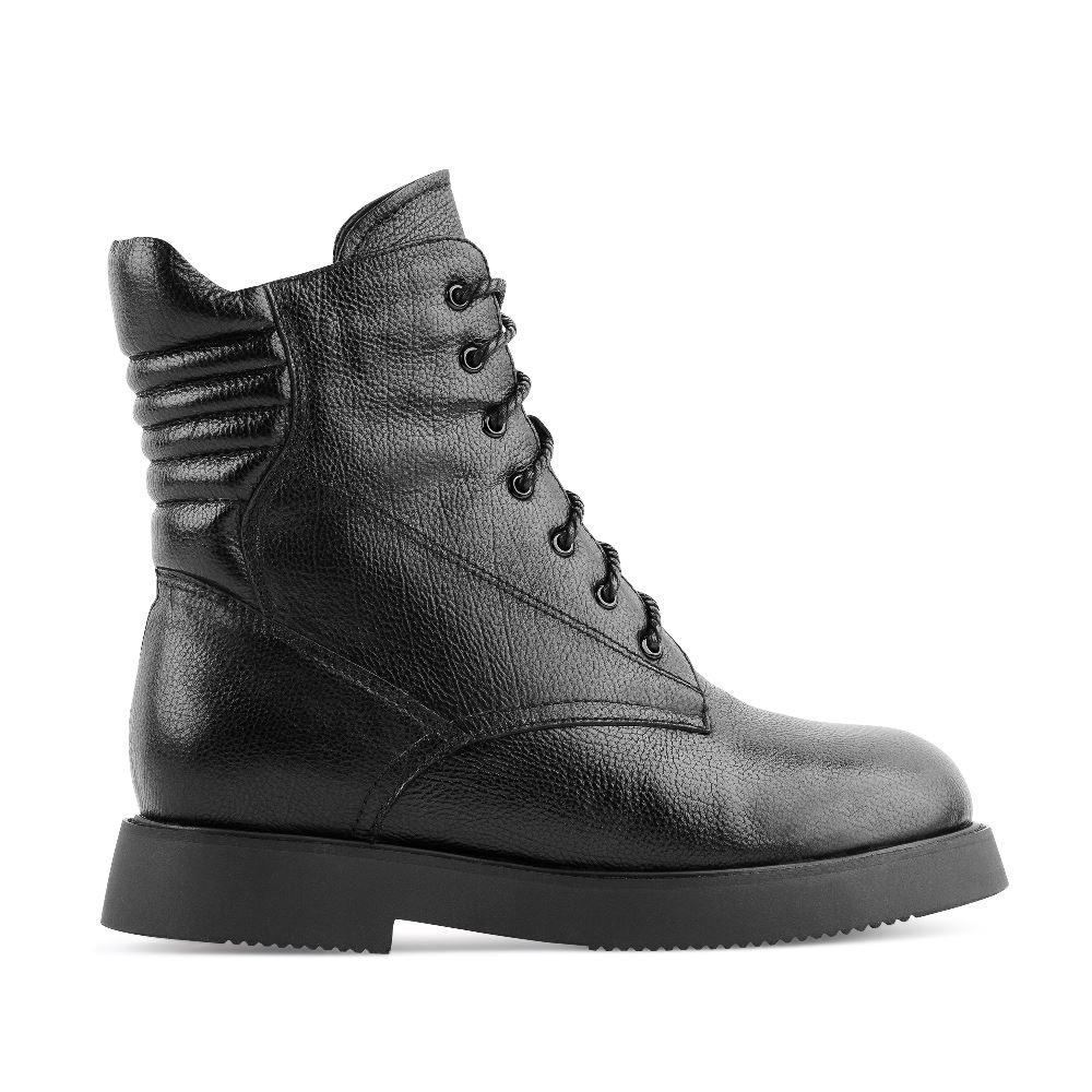 Высокие ботинки из кожи черного цвета на шнуровкеБотинки женские<br><br>Материал верха: Кожа<br>Материал подкладки: Мех<br>Материал подошвы: Полиуретан<br>Цвет: Черный<br>Высота каблука: 3 см<br>Дизайн: Италия<br>Страна производства: Китай<br><br>Высота каблука: 3 см<br>Материал верха: Кожа<br>Материал подкладки: Мех<br>Цвет: Черный<br>Пол: Женский<br>Размер: 39