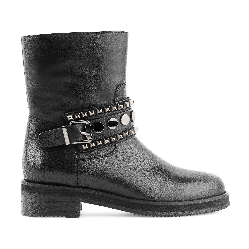 Высокие ботинки из кожи черного цвета с металлическими заклепкамиБотинки<br><br>Материал верха: Кожа<br>Материал подкладки: Кожа<br>Материал подошвы: Полиуретан<br>Цвет: Черный<br>Высота каблука: 3 см<br>Дизайн: Италия<br>Страна производства: Китай<br><br>Высота каблука: 3 см<br>Материал верха: Кожа<br>Материал подкладки: Кожа<br>Цвет: Черный<br>Пол: Женский<br>Размер: 40